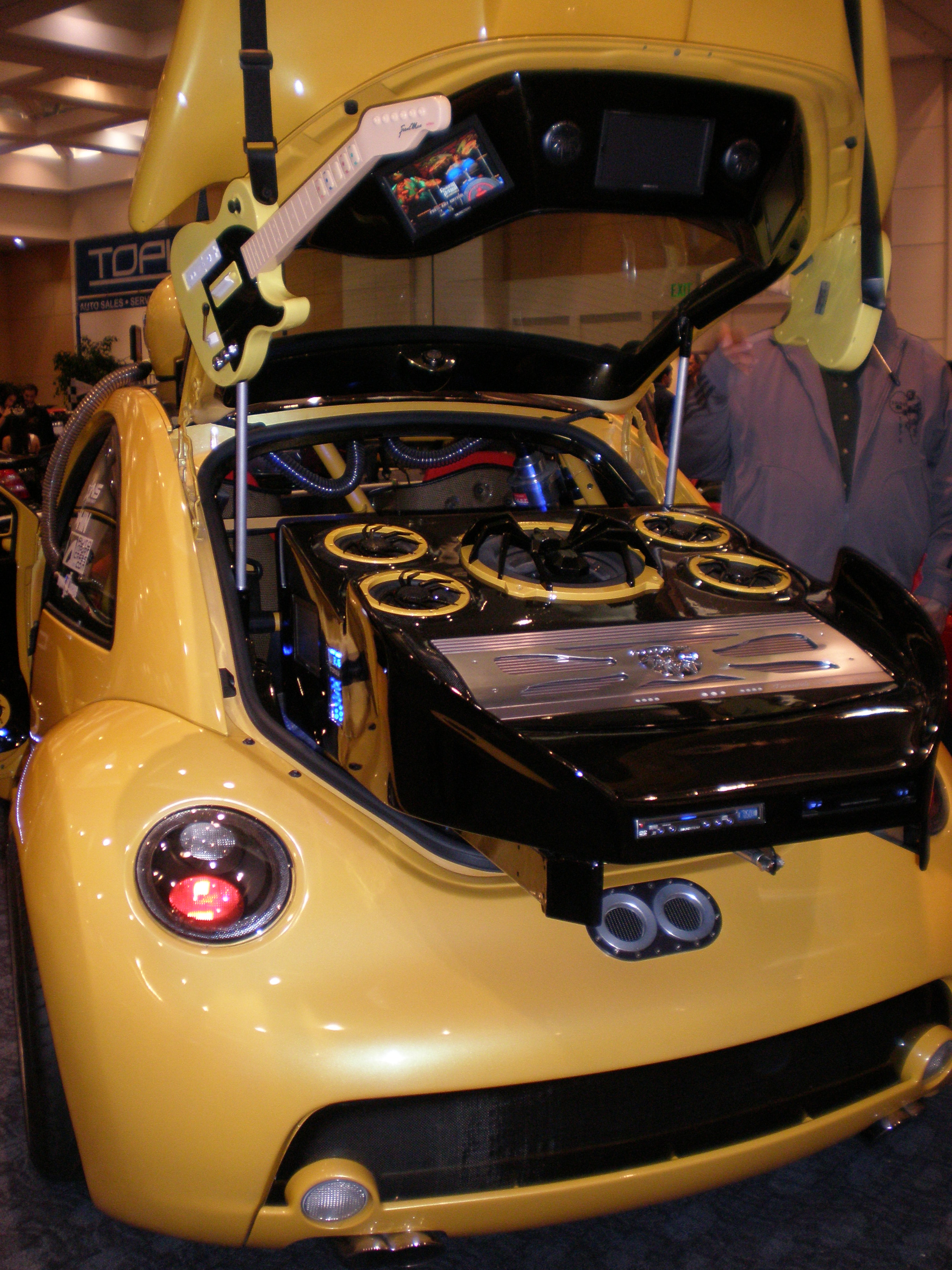 File Custom Yellow Vw New Beetle 4 Jpg Wikimedia Commons
