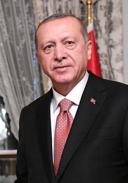 Deniz Ugur incontri