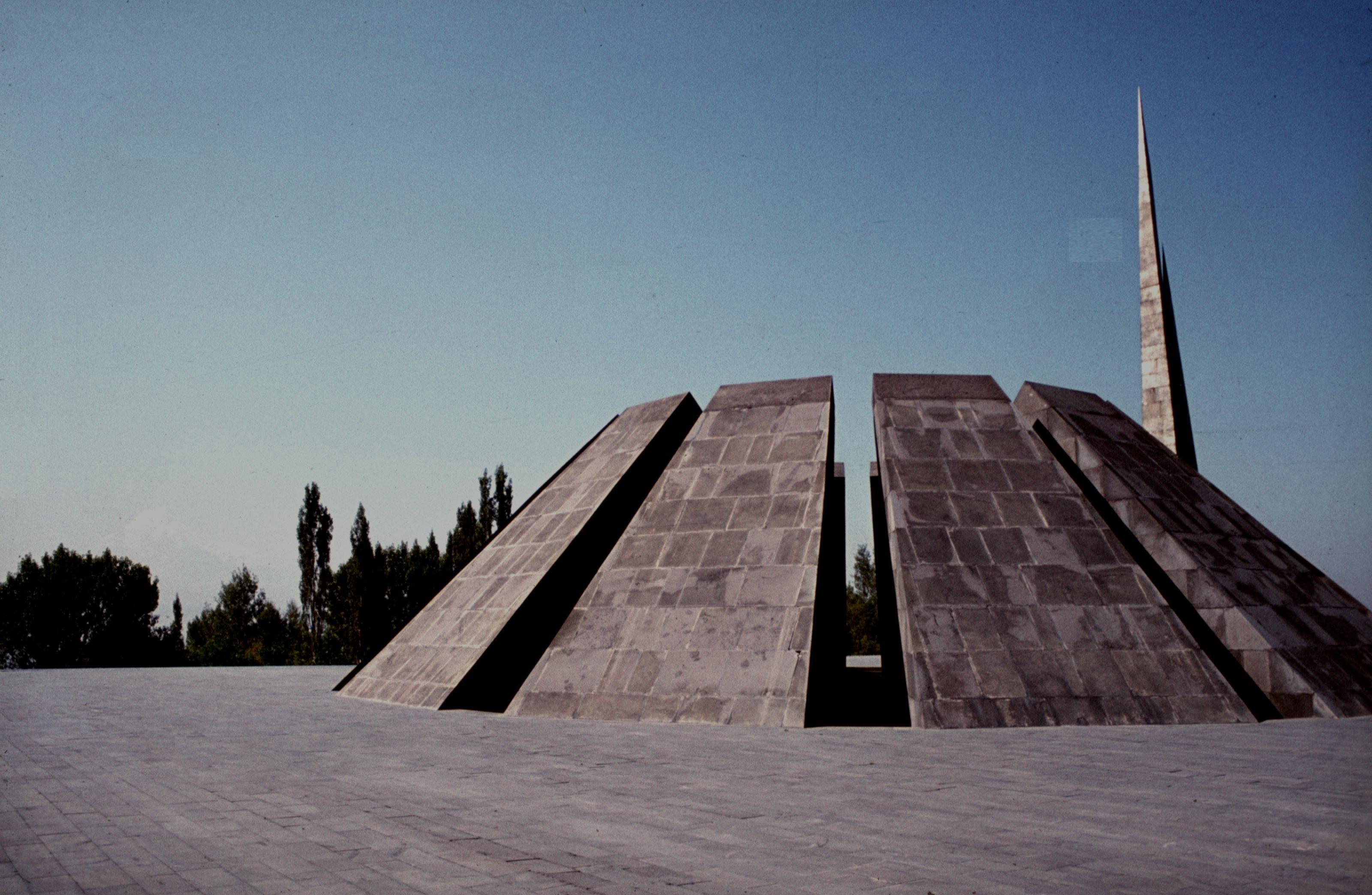 Völkermorddenkmal Zizernakaberd in Jerewan