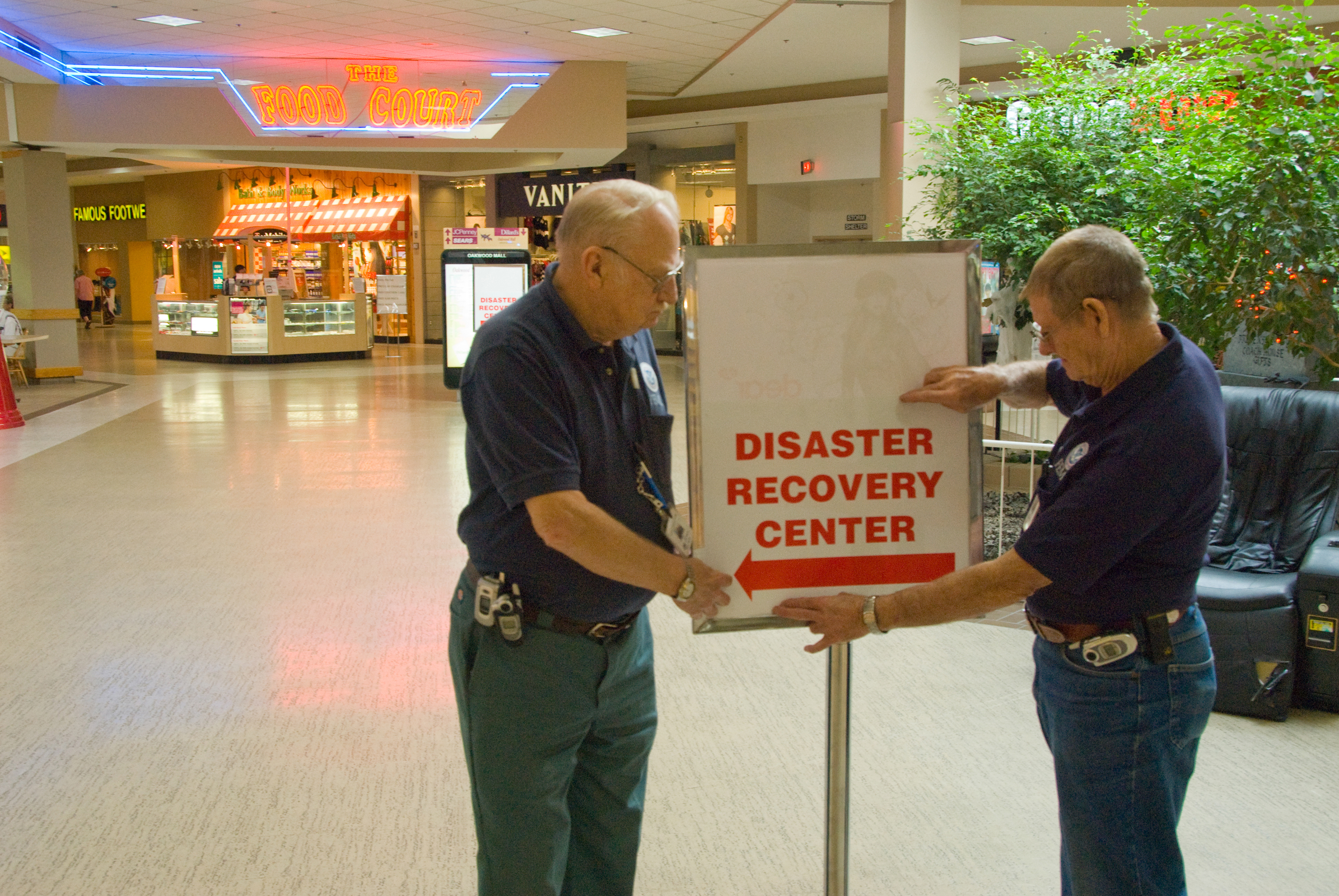 file fema 33123 disaster recovery center opens in mall