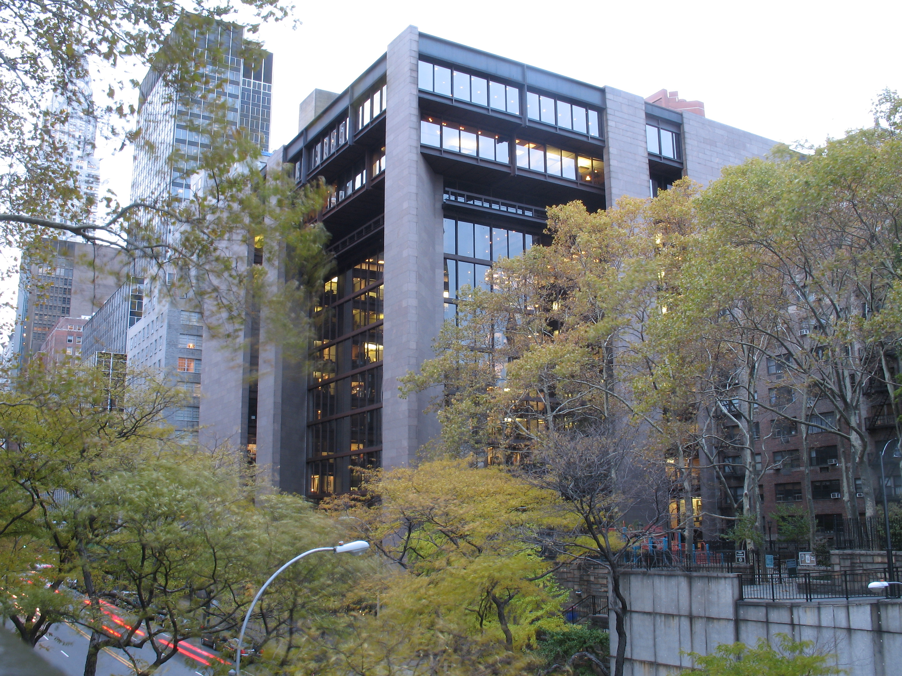 https://upload.wikimedia.org/wikipedia/commons/0/01/Ford_foundation_building_1.JPG