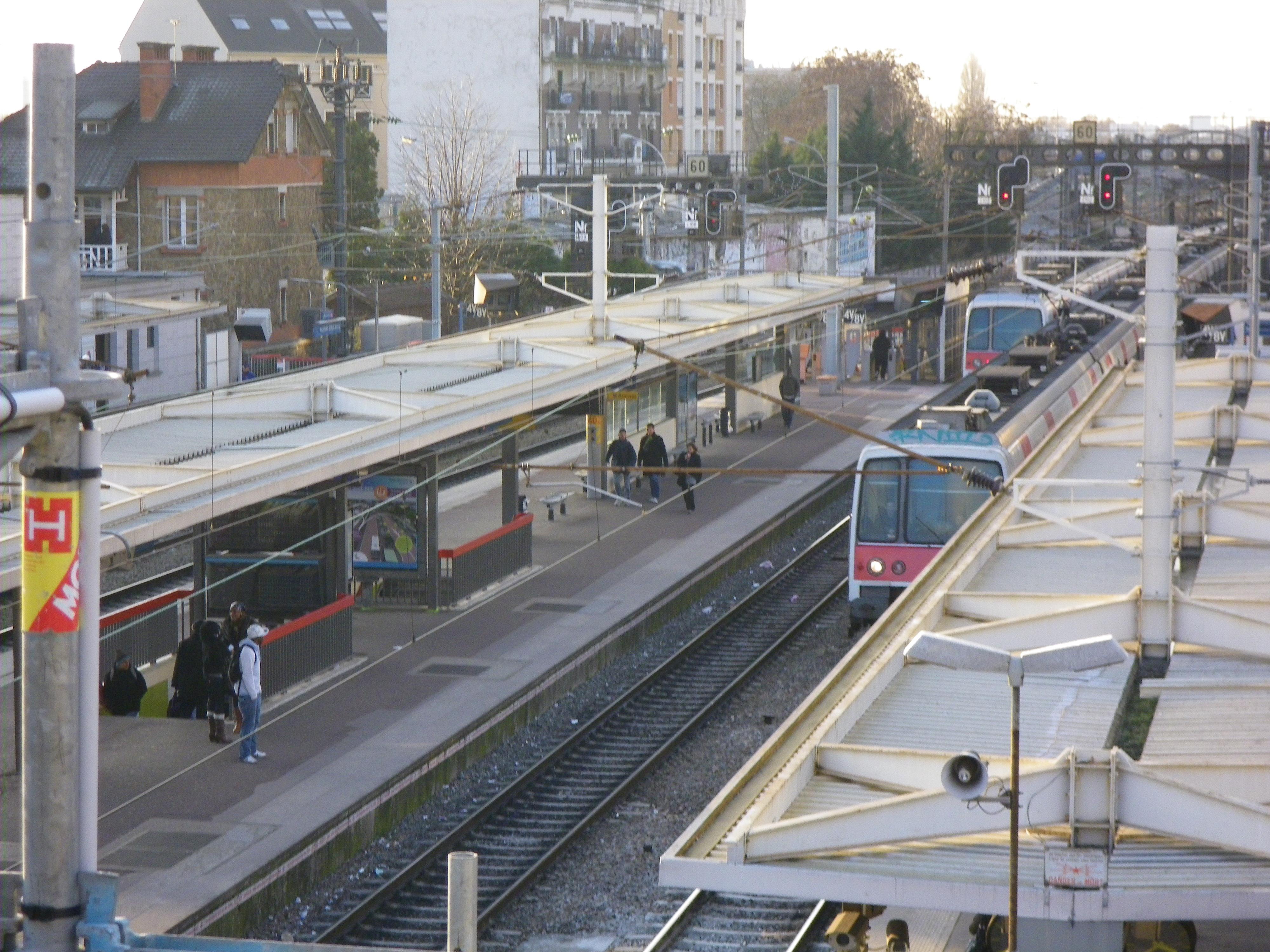 Fichier Gare d'aulnay sous boir RER B SNCF2 jpg u2014 Wikipédia # Mission Locale Aulnay Sous Bois