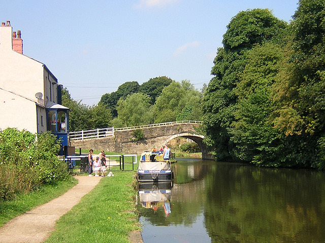 Gathurst Canal Bridge - geograph.org.uk - 40849