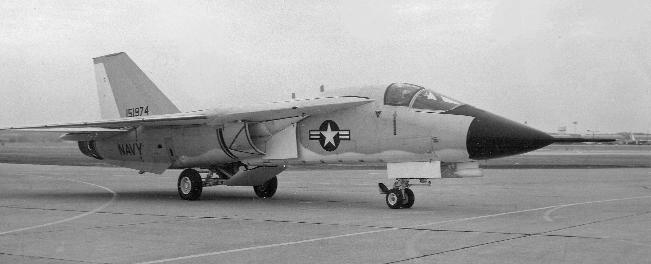 File:General Dynamics F-111B on the ground c1968.jpg - Wikimedia ...