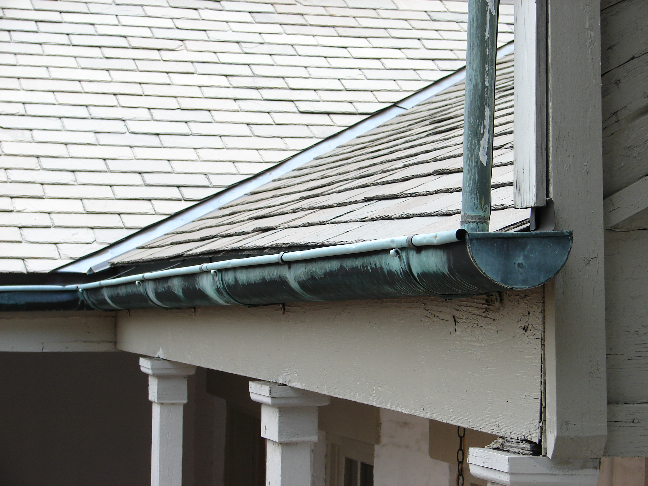 File gutter 1850s house new wikimedia commons for New gutters