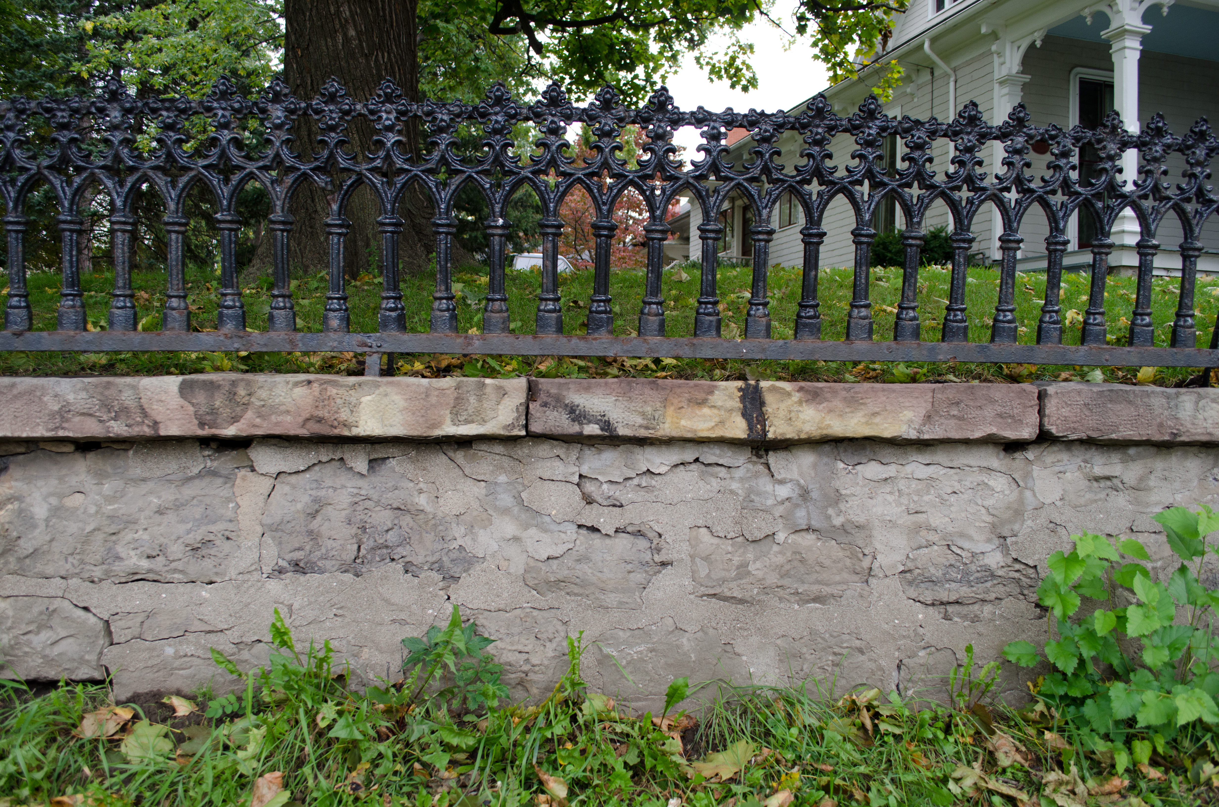 File hildreth lord hawley farm wrought iron wikimedia commons - Stone fences garden designs ...