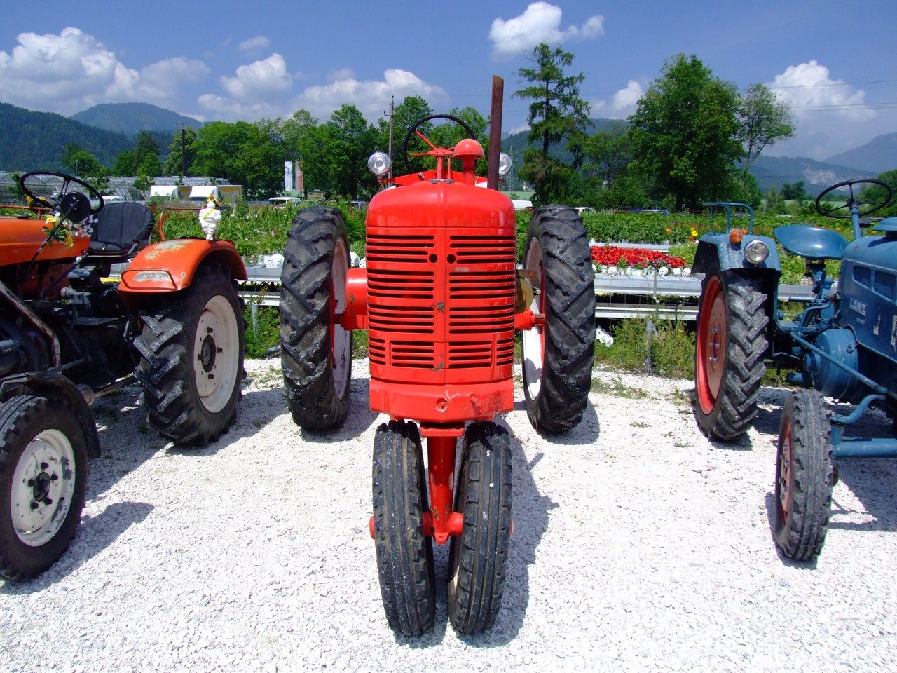 46 Farmall H with a wishbone single wheel front end