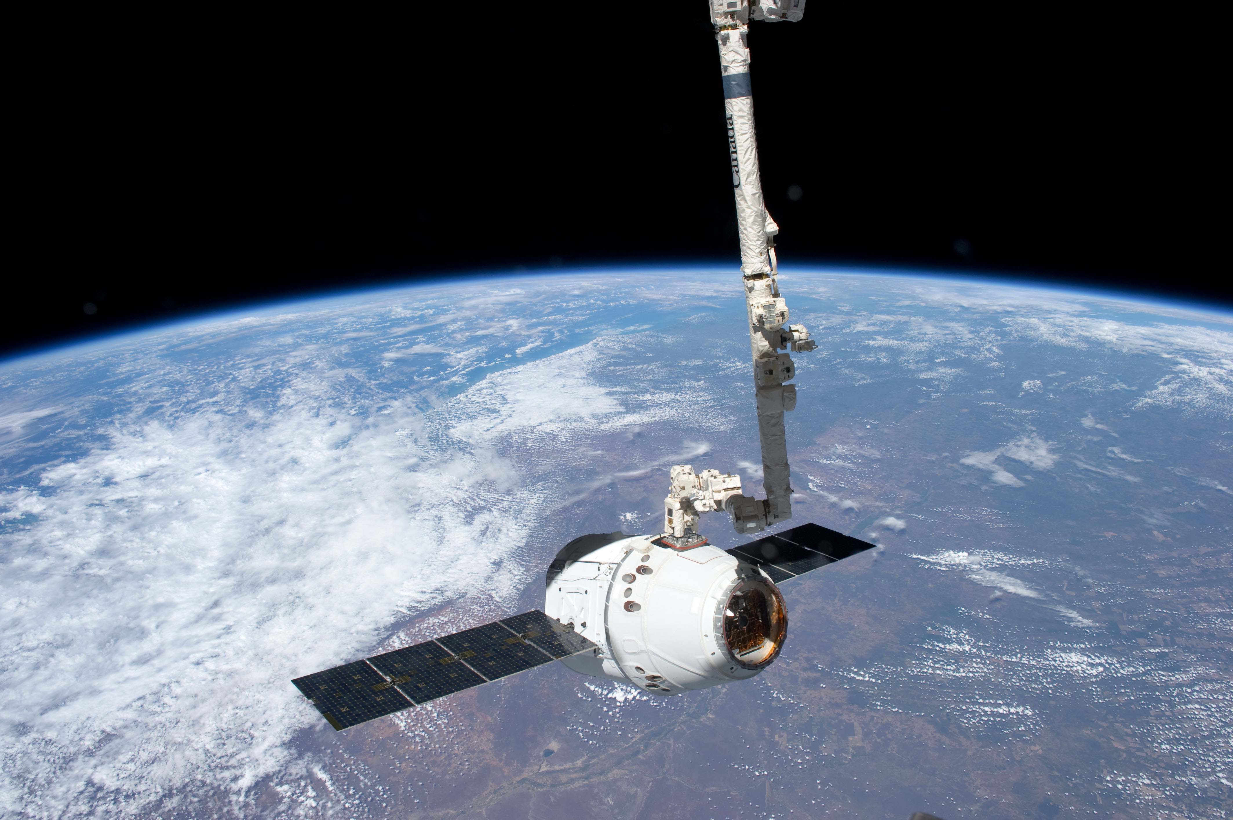 File iss 31 spacex dragon spacecraft is grappled by canadarm2