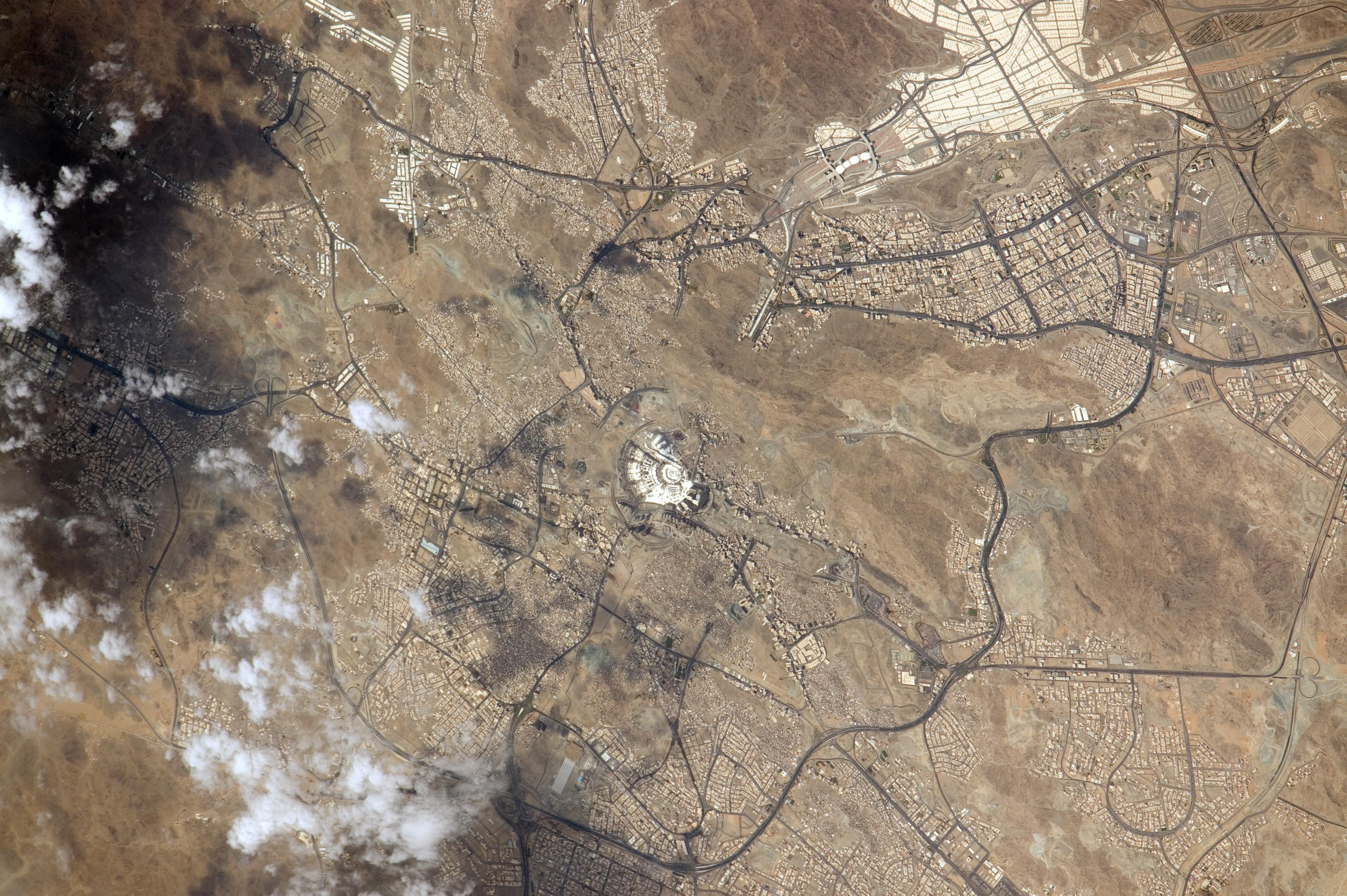 Image Result For Wall Saudi Arabia