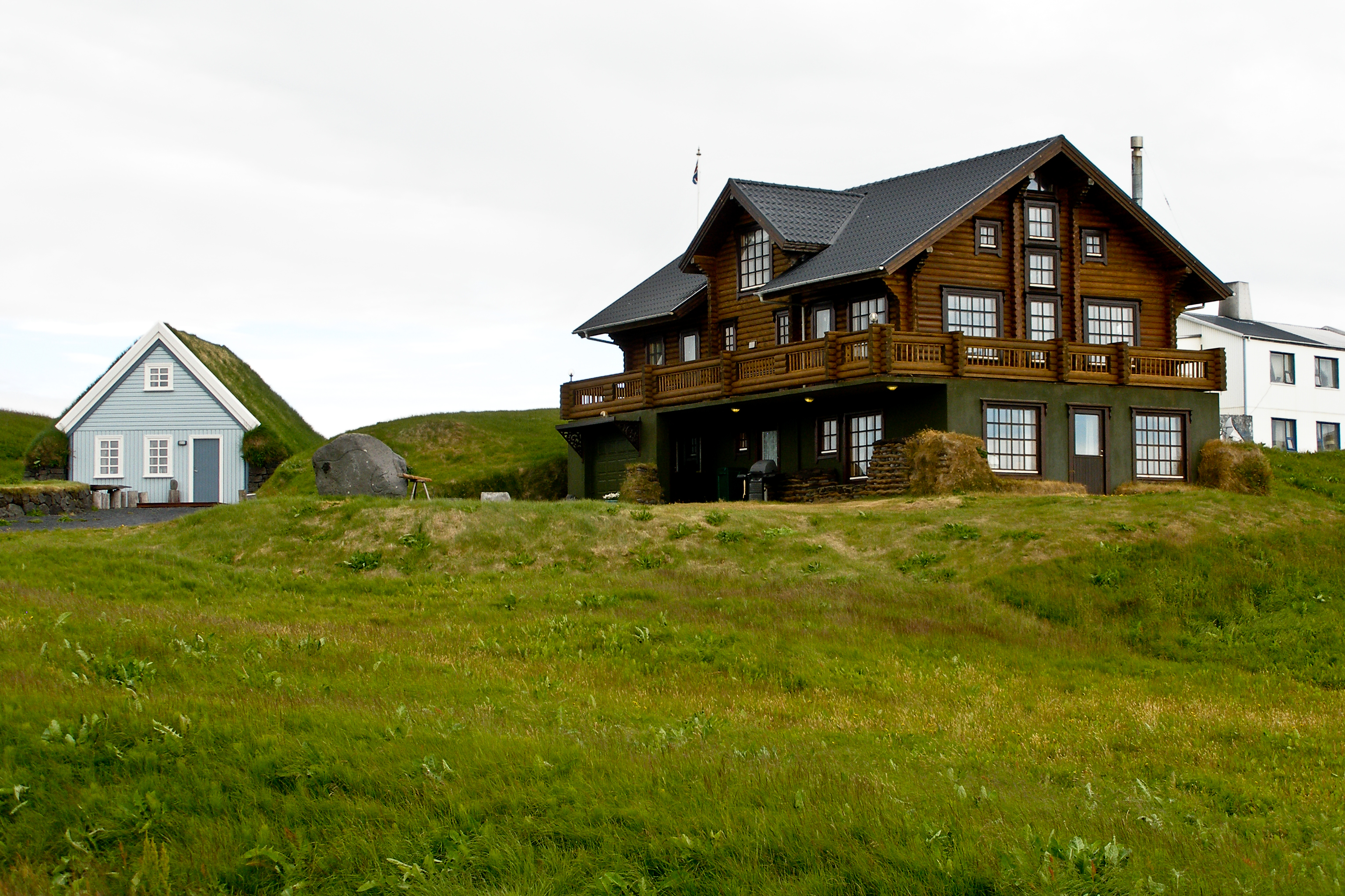 File Icelandic farmhouse
