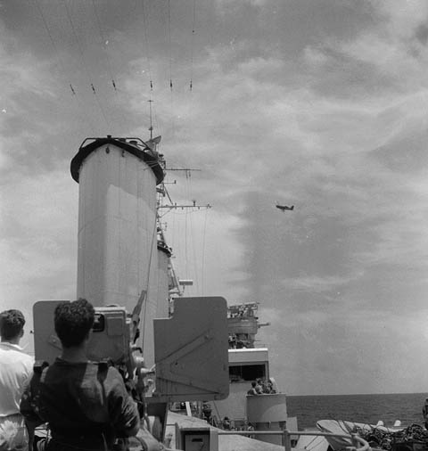 File:Japanese aircraft attacking HMCS UGANDA 3191649.jpg