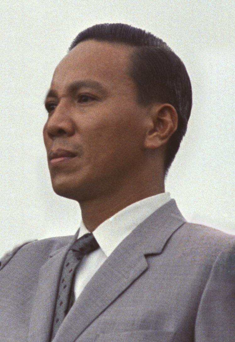 Lt. Gen. Nguyễn Văn Thiệu at Cam Ranh Base, October 26, 1966.jpg