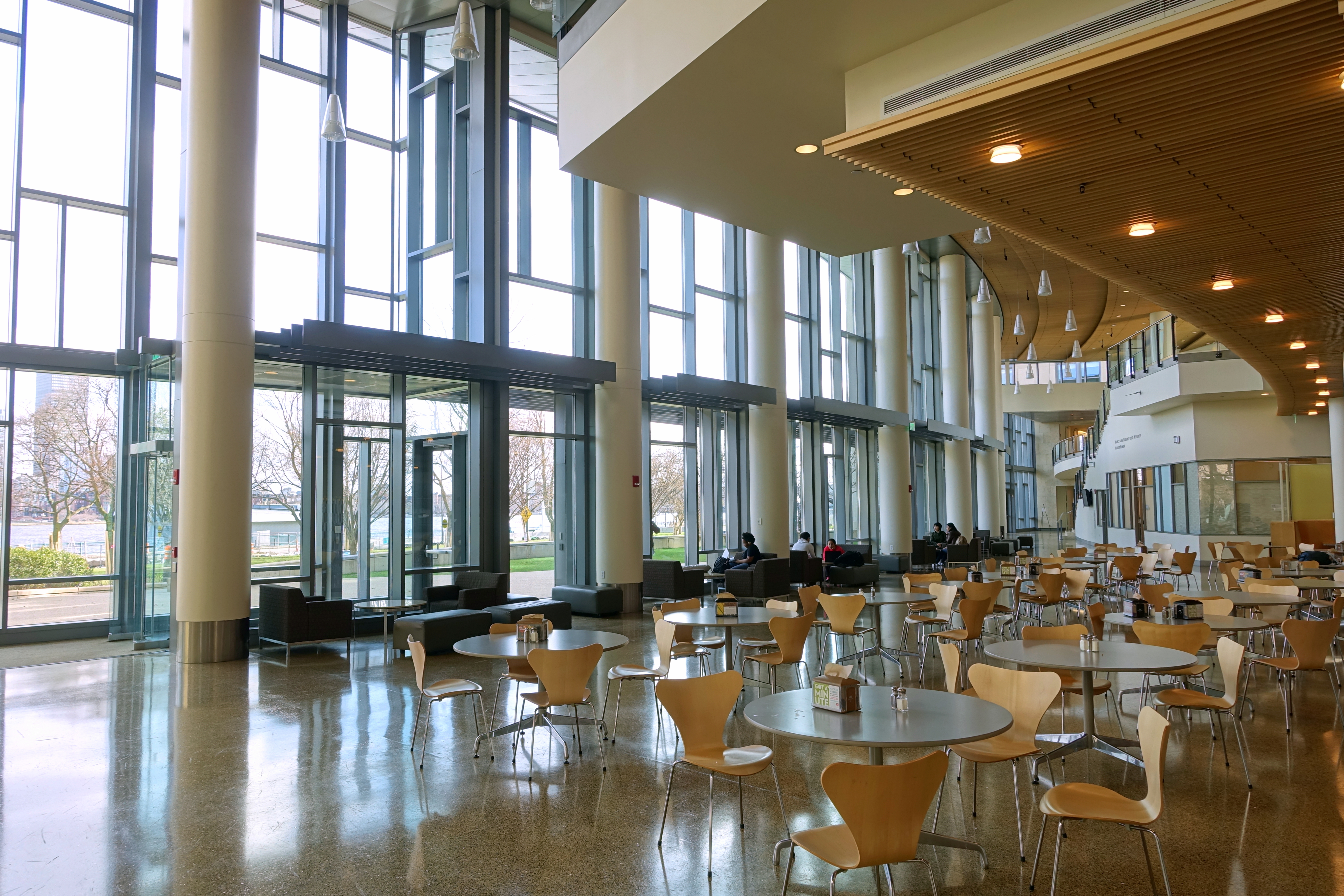 File:MIT Building E62 (MIT Sloan) interior - MIT, Cambridge, MA ...