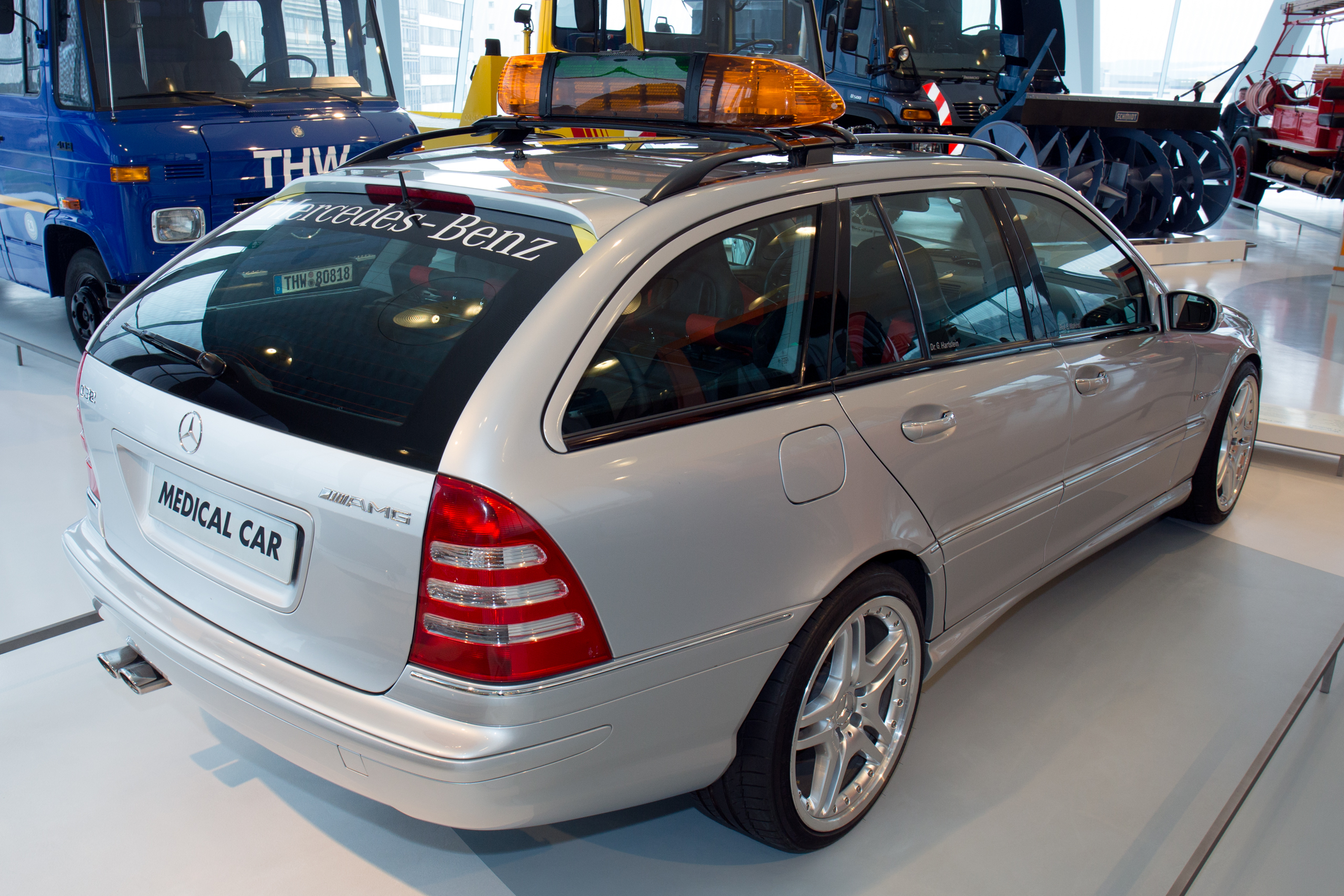 File:Mercedes-Benz C32 AMG F1 Medical Car rear Mercedes ...
