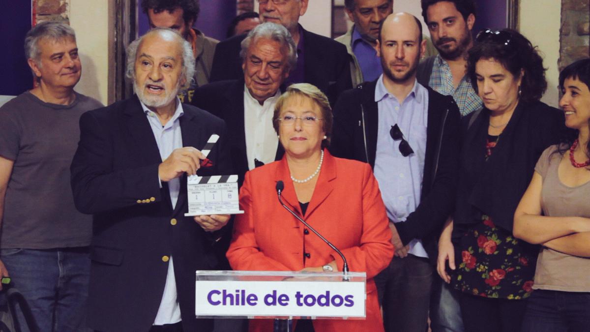Littín hace uso de la palabra durante un encuentro con la presidenta Bachelet en 2013