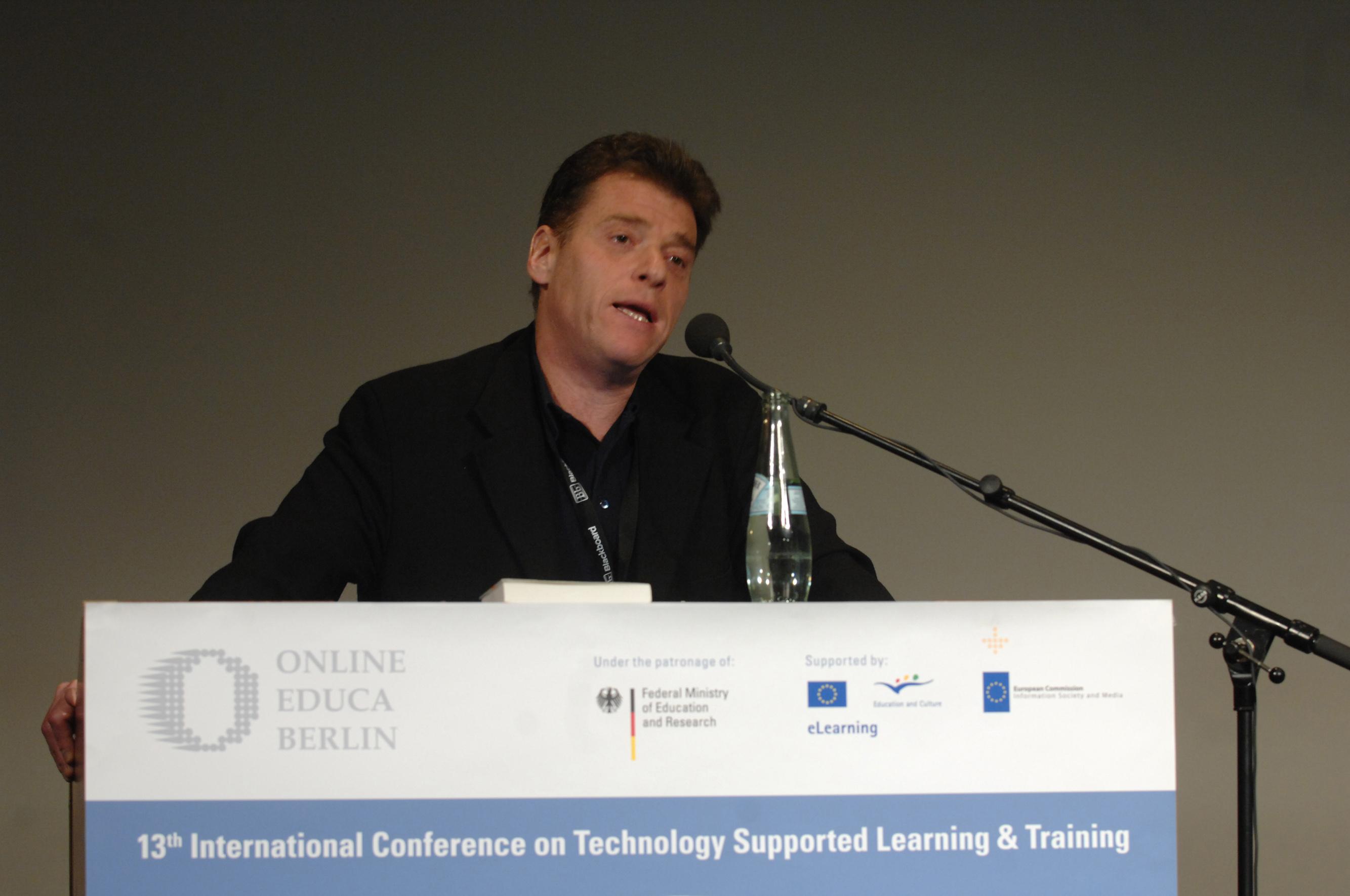 Andrew Keen, såsom han presenteras i det... hupp, användargenererade uppslagsverket Wikipedia