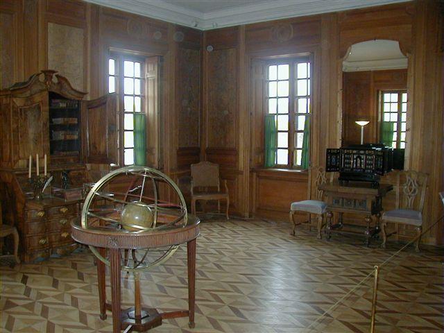 File:Peterhof interior scienceroom 20021011.jpg