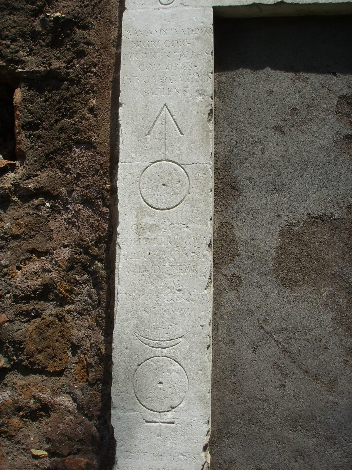 File porta magica dettaglio sx jpg wikimedia commons - Porta magica piazza vittorio ...