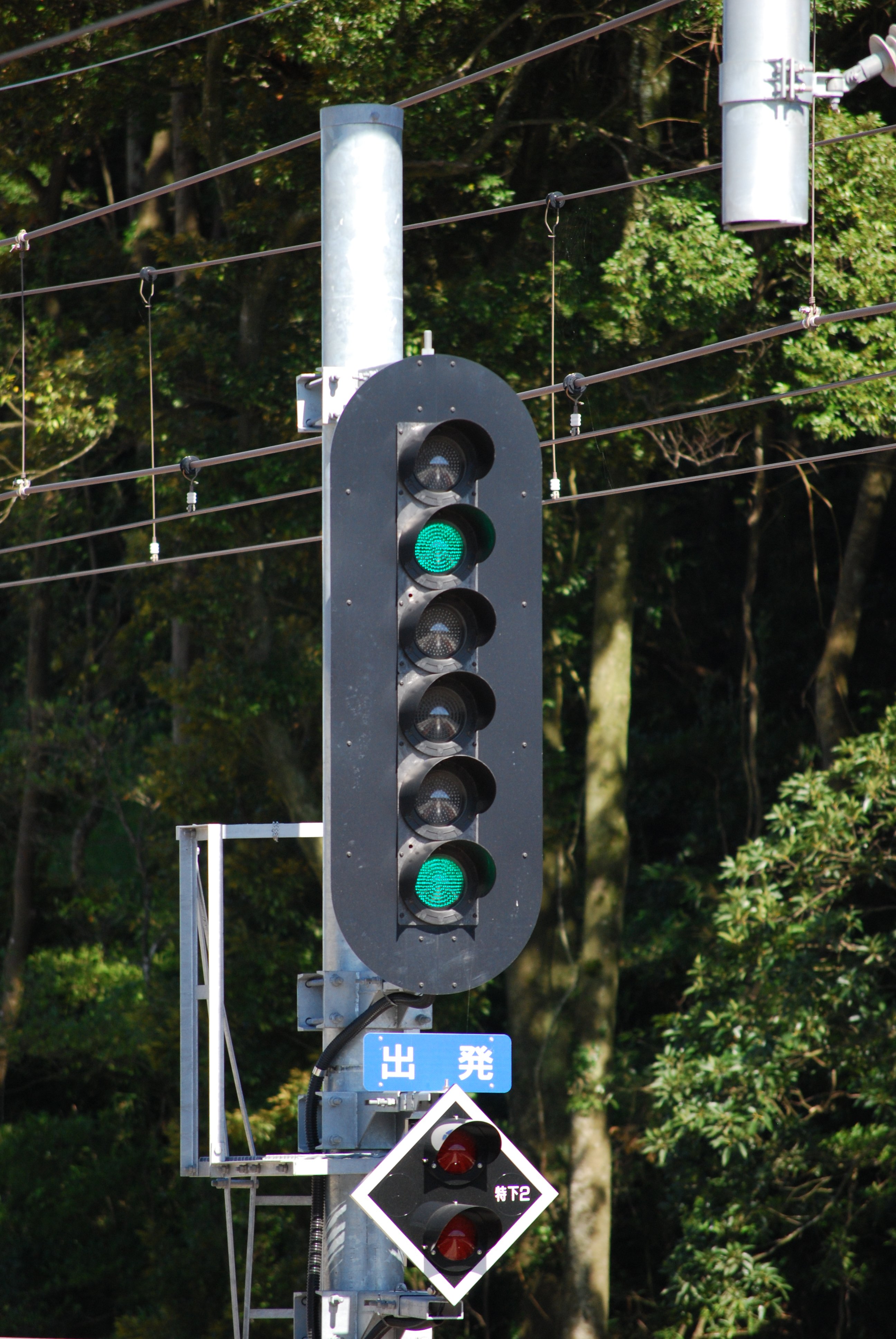 https://upload.wikimedia.org/wikipedia/commons/0/01/Railway_signal_japan.JPG