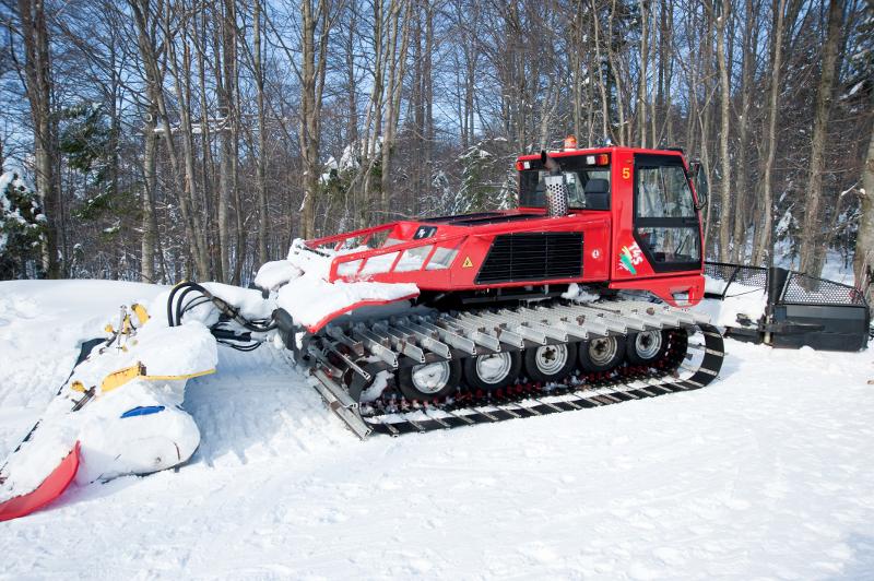 машина для уплотнения снега
