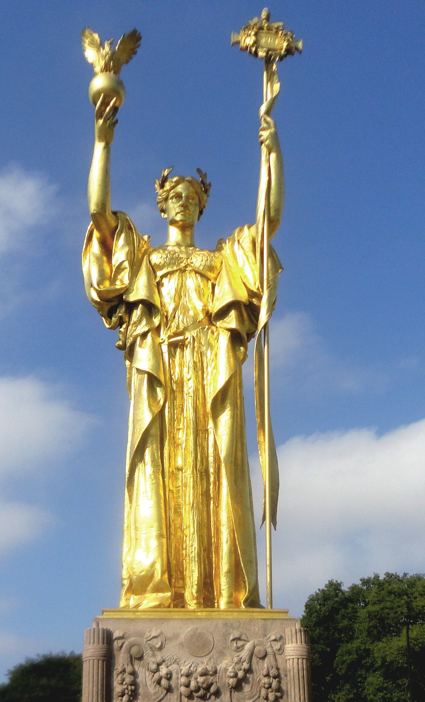File:Replica of the Statue of the Republic2 retouched.jpg ...