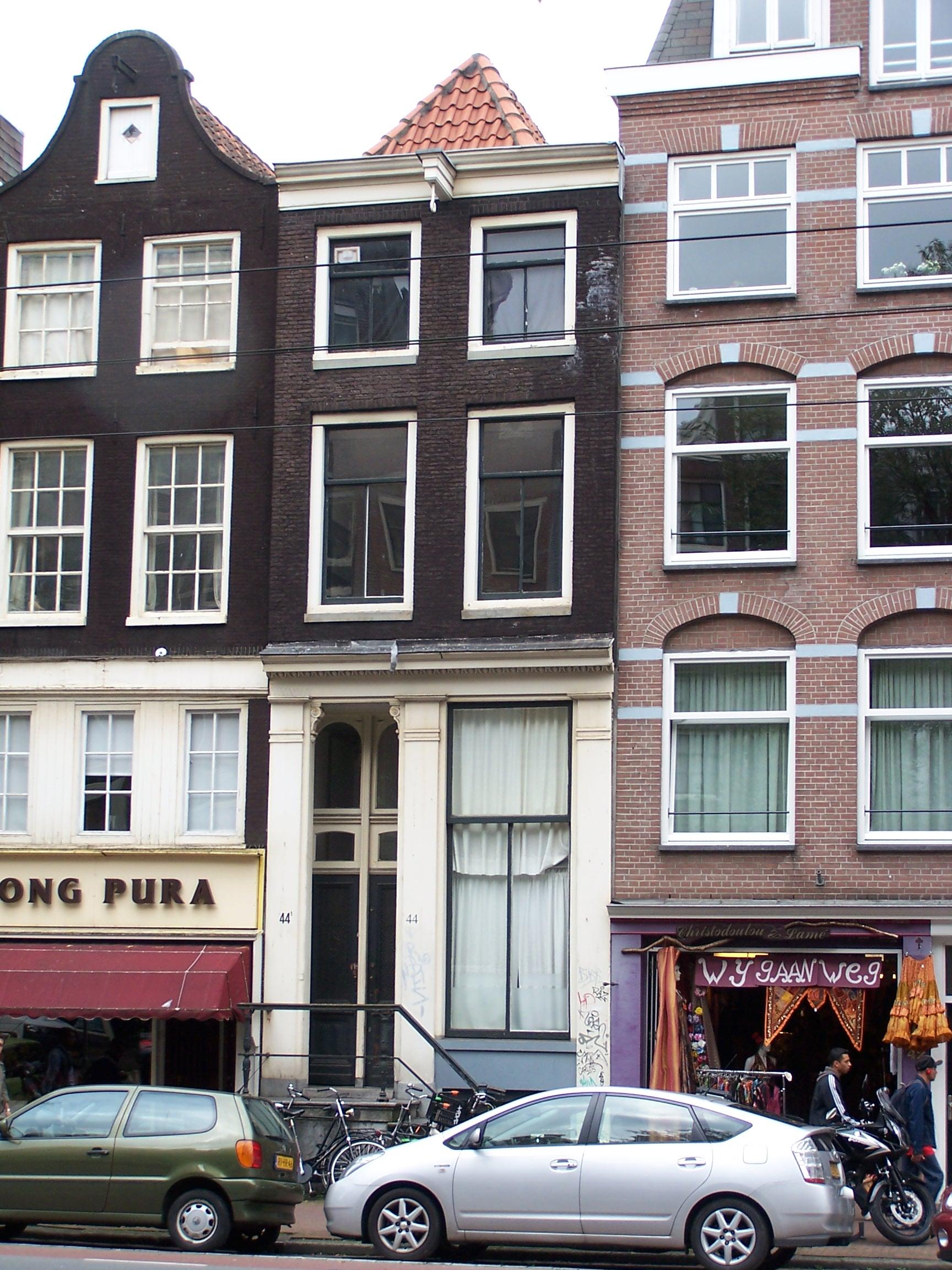 Huis met latere gevel onder rechte lijst in amsterdam for Lijst inrichting huis