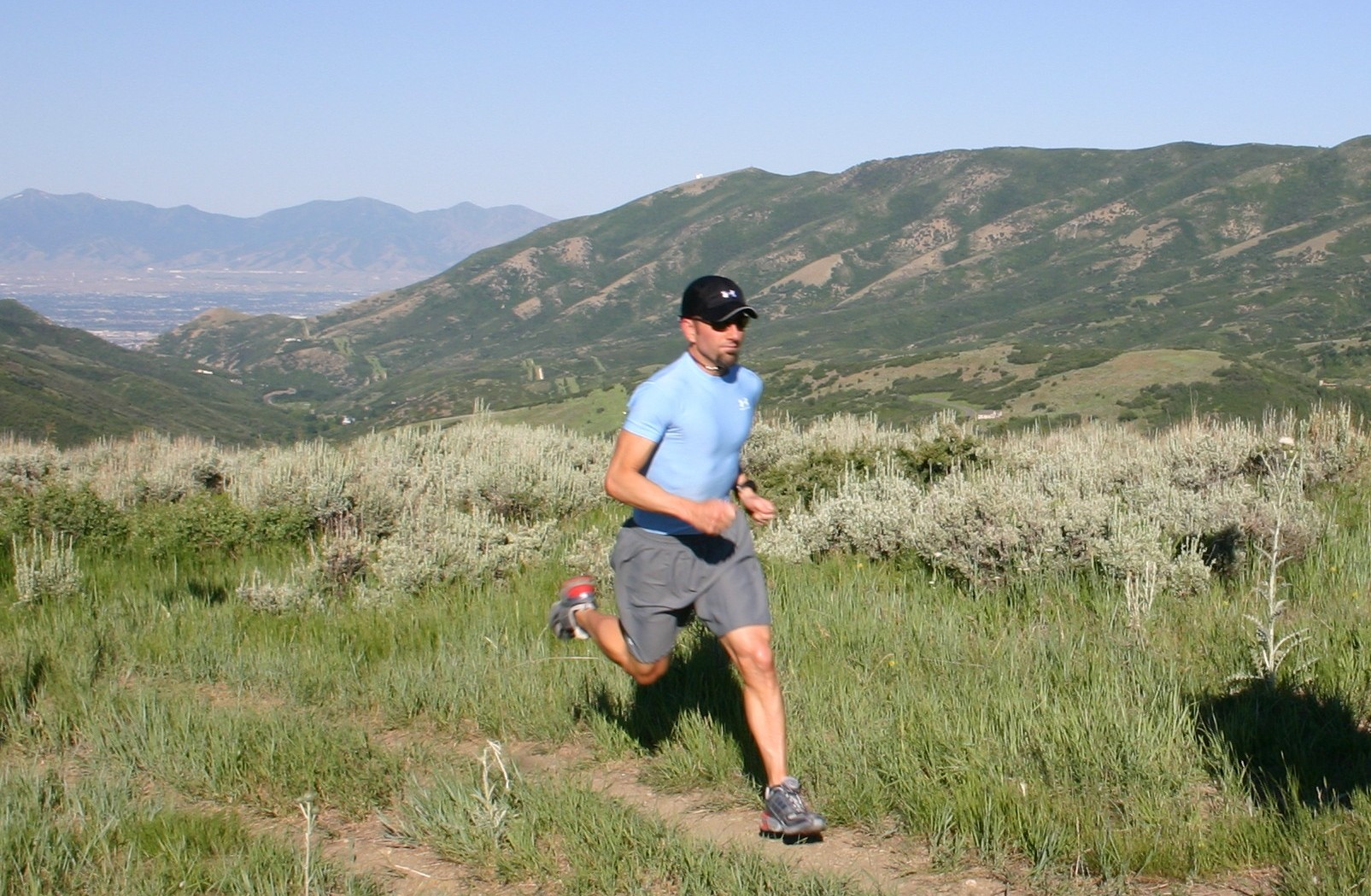 Salomon Trail Running Shoe With Roomy Toe Box