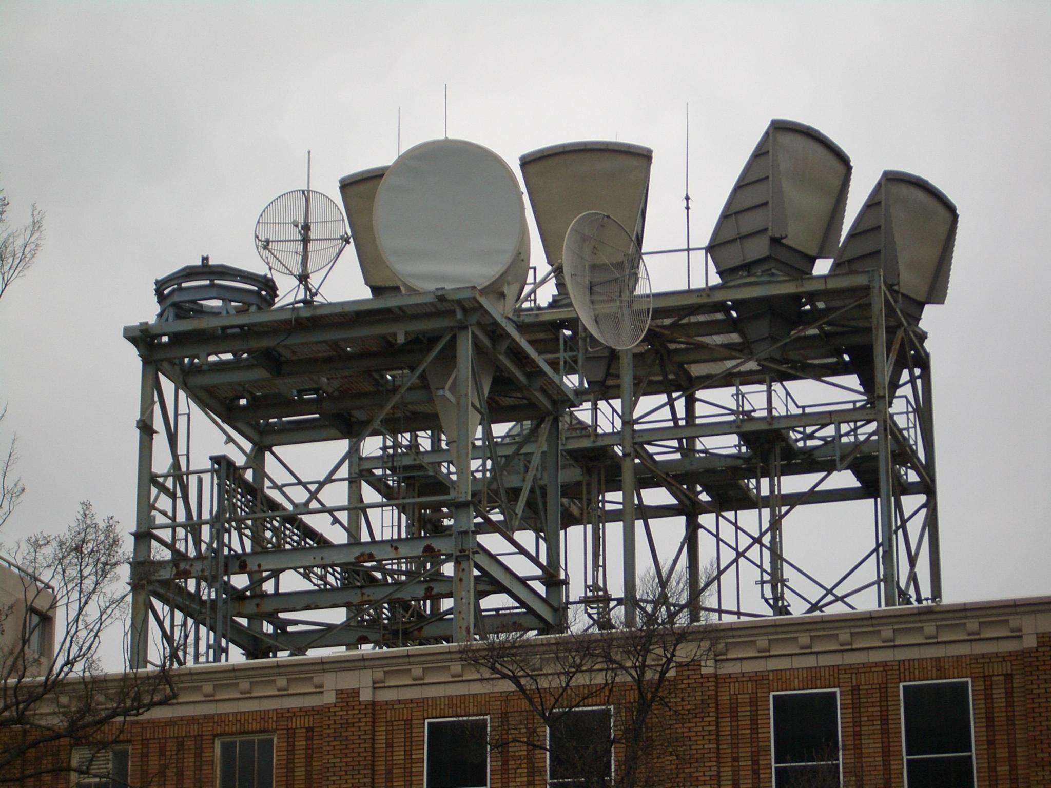 FichierSeattle Capitol Hill Radio Antennas 40.jpg — Wikipédia