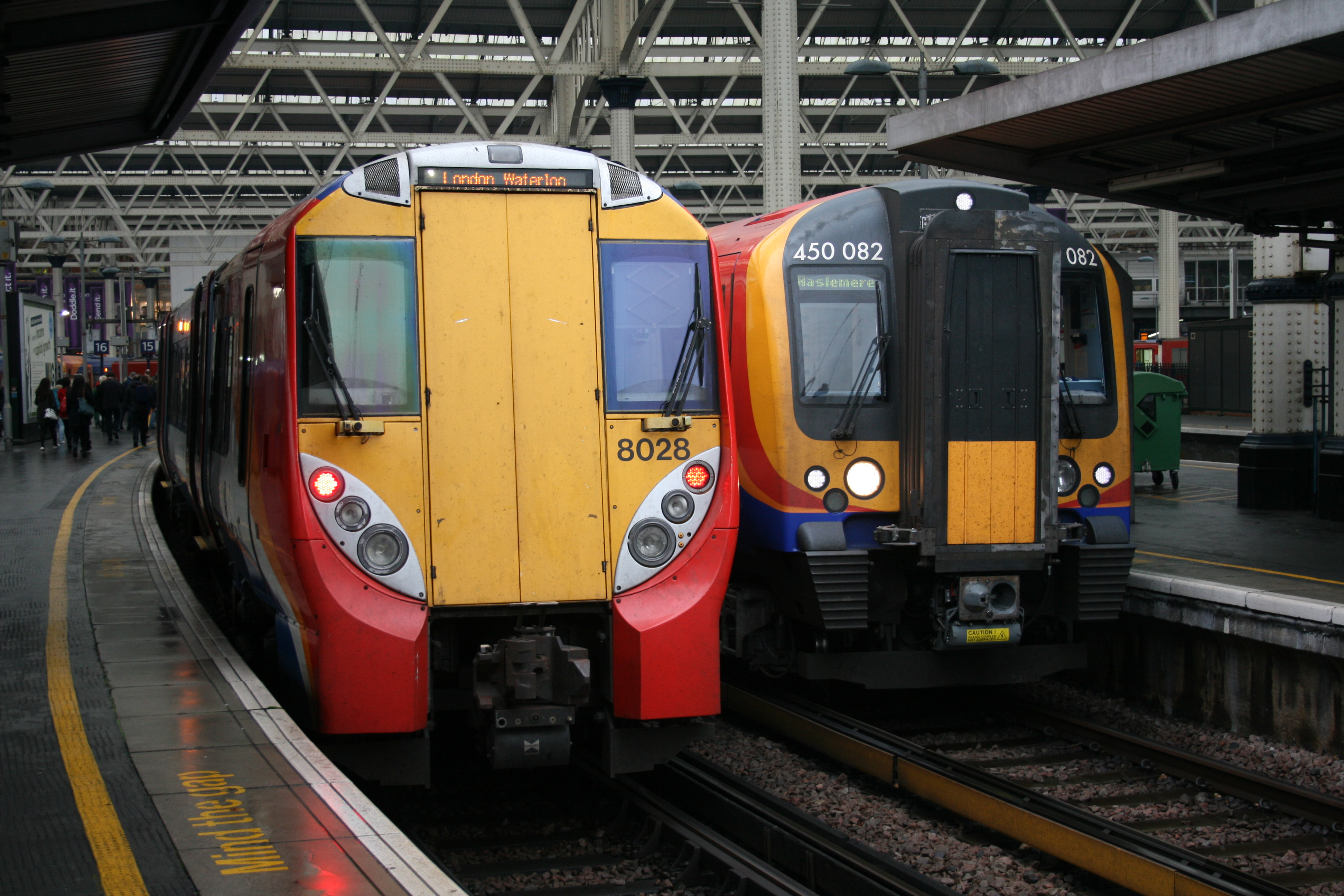 Train Lever In Lodon : File south west trains at london waterloo