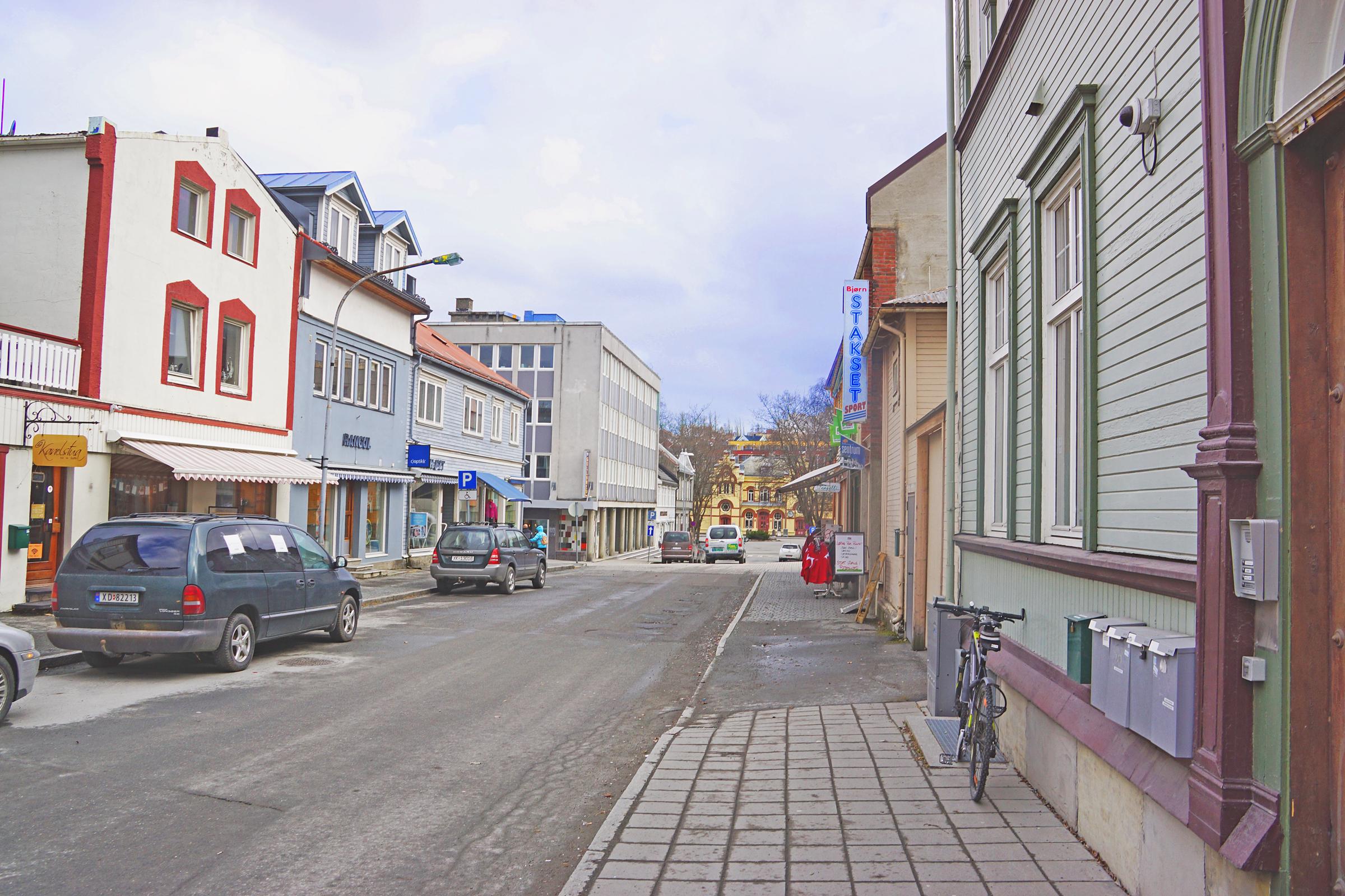 Sverres gate i Levanger mot jernbanestasjonen..jpg