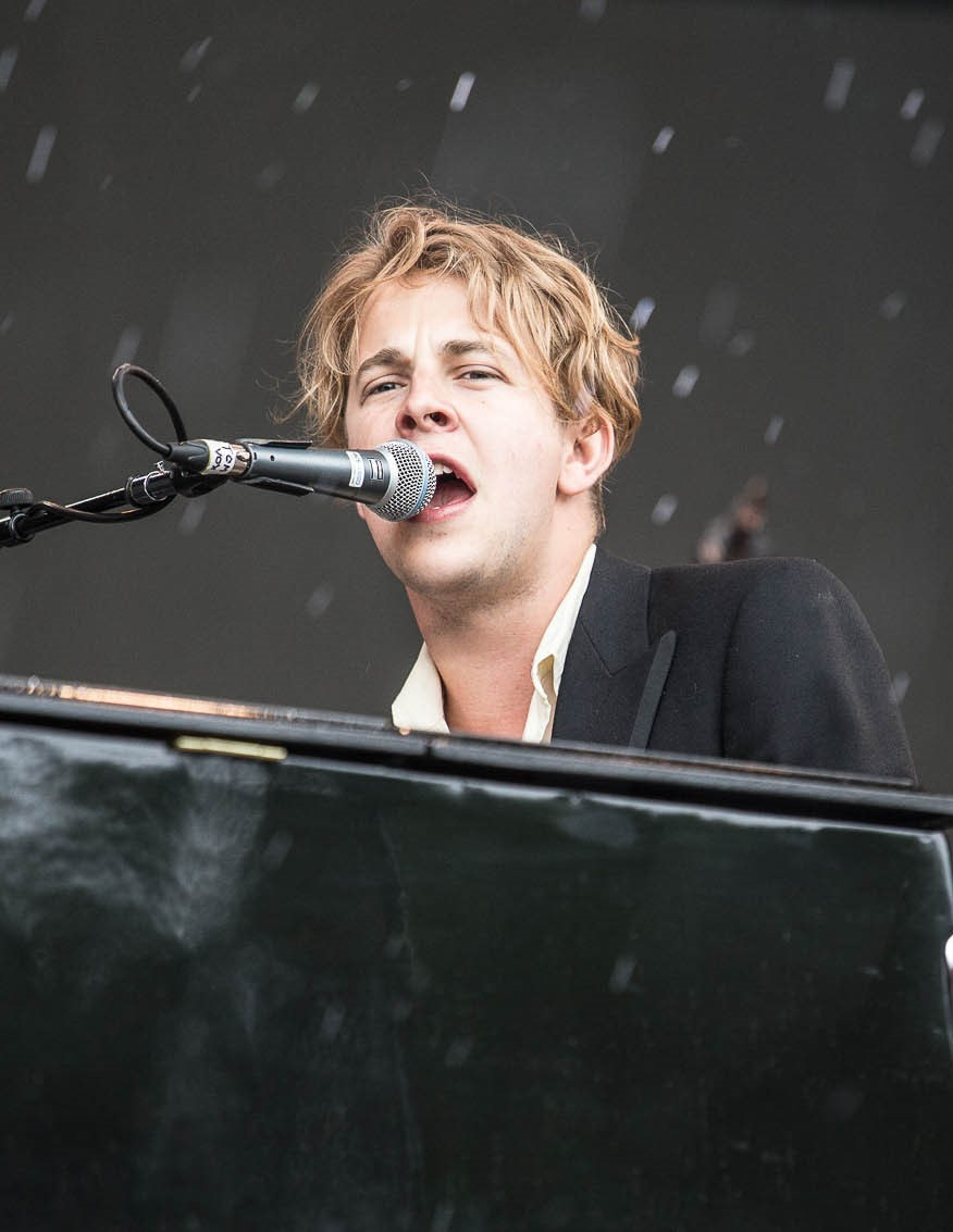 The 27-year old son of father (?) and mother(?) Tom Odell in 2018 photo. Tom Odell earned a  million dollar salary - leaving the net worth at 1 million in 2018