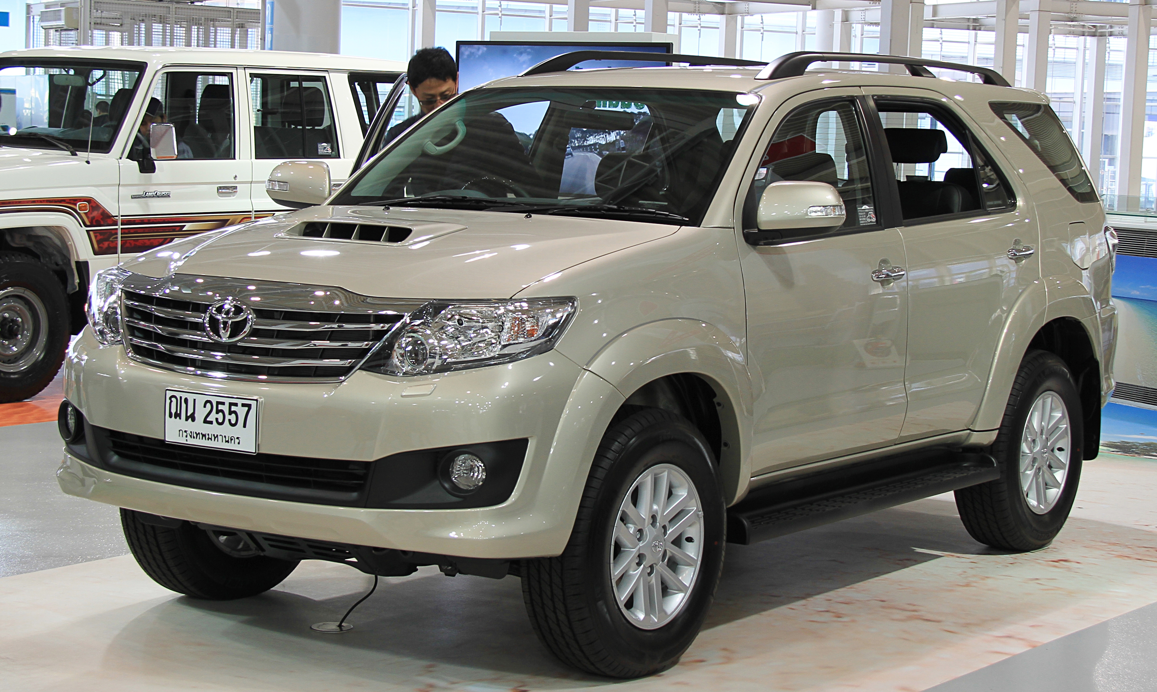 File Toyota Fortuner Jpg Wikimedia Commons