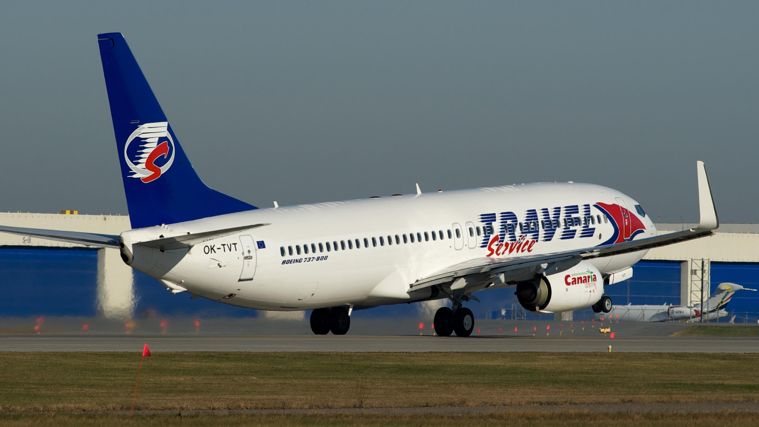 Bildresultat för travel service boeing 737-800