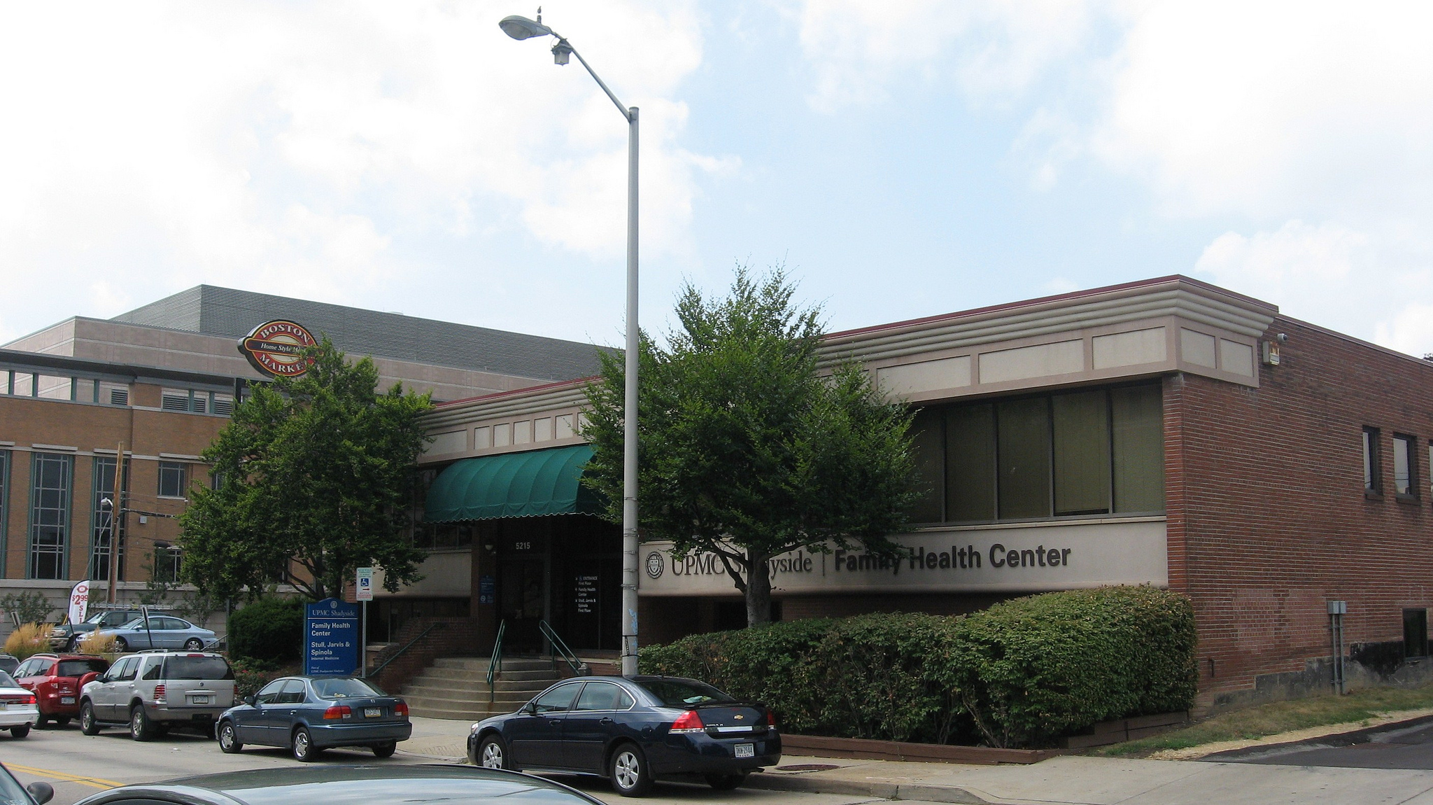http://upload.wikimedia.org/wikipedia/commons/0/01/UPMC_Shadyside_Family_Health_Center.jpg
