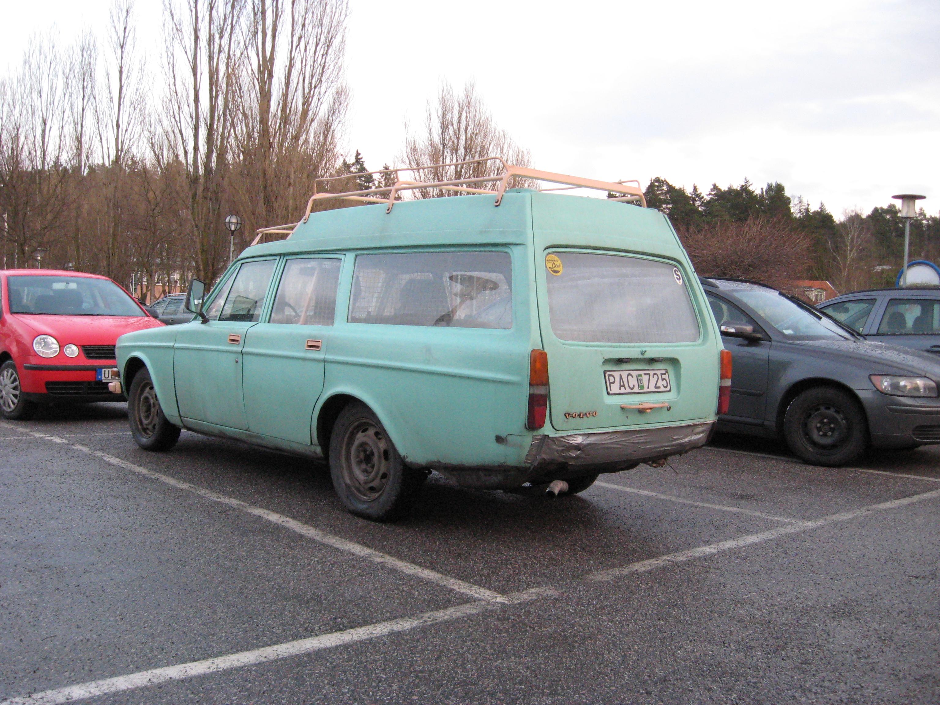 Volvo145Express-rear.jpg
