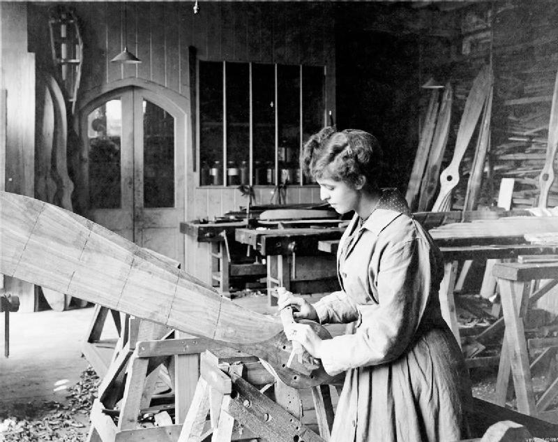 war during woman factory frederick aircraft wooden 1918 iwm file wikipedia propeller making ipswich commons wikimedia history