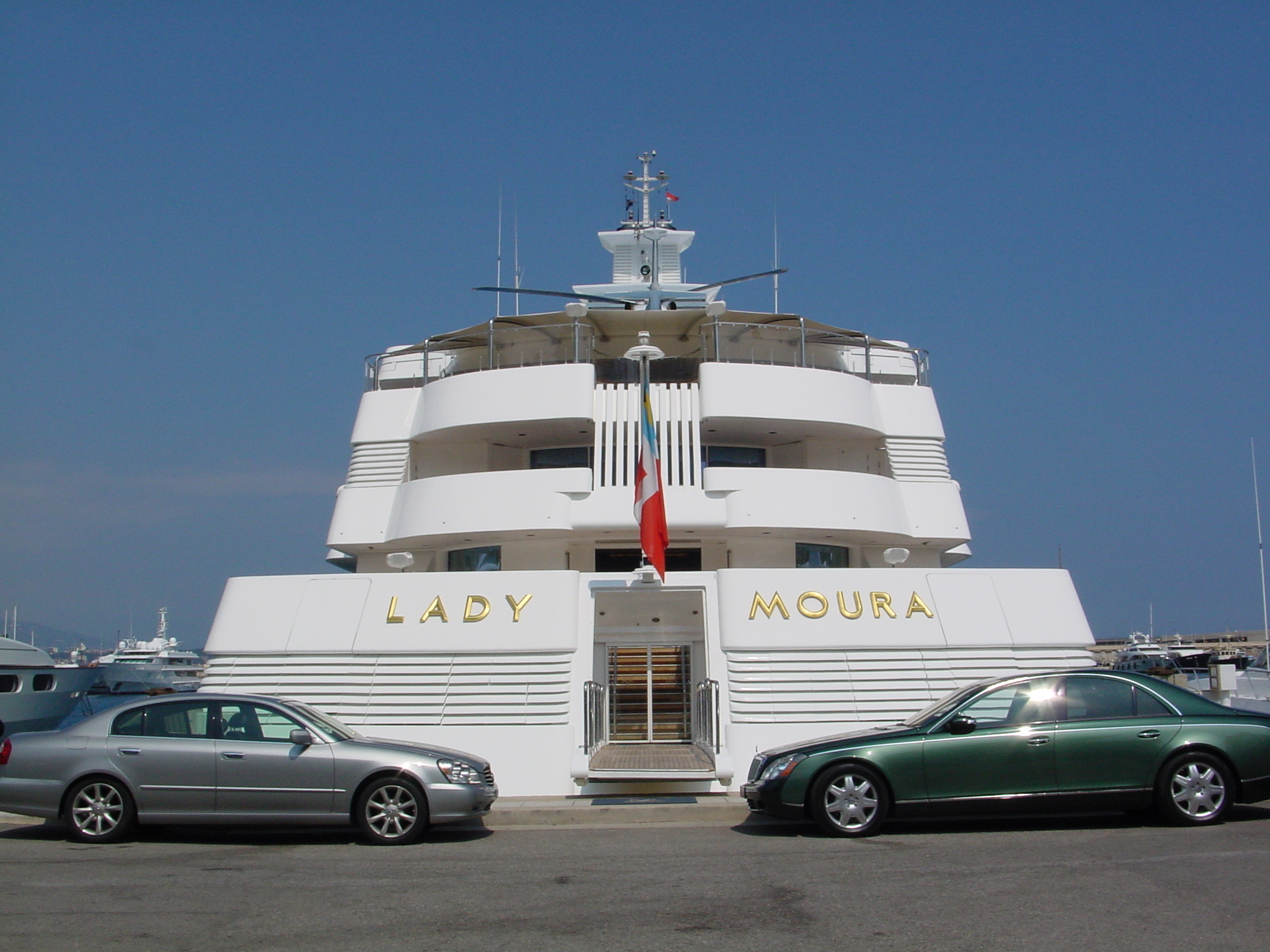 File yacht lady moura in wikimedia commons - Interieur bateau de luxe ...