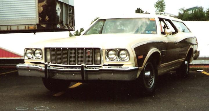 File:1976 Ford Gran Torino Squire.jpg - Wikimedia Commons