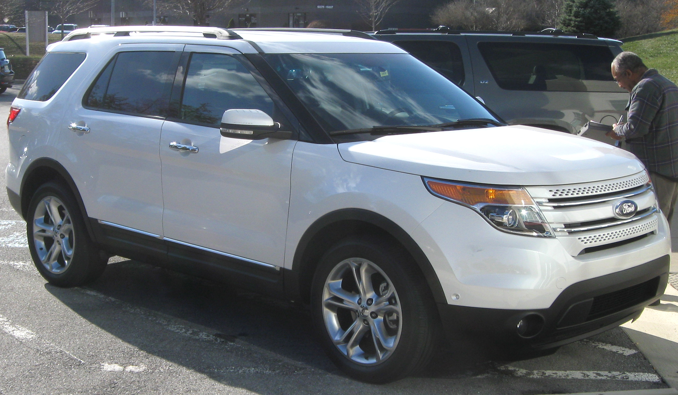 Ford Explorer 2011 Limited >> File:2011 Ford Explorer Limited -- 12-15-2010 1.jpg - Wikimedia Commons