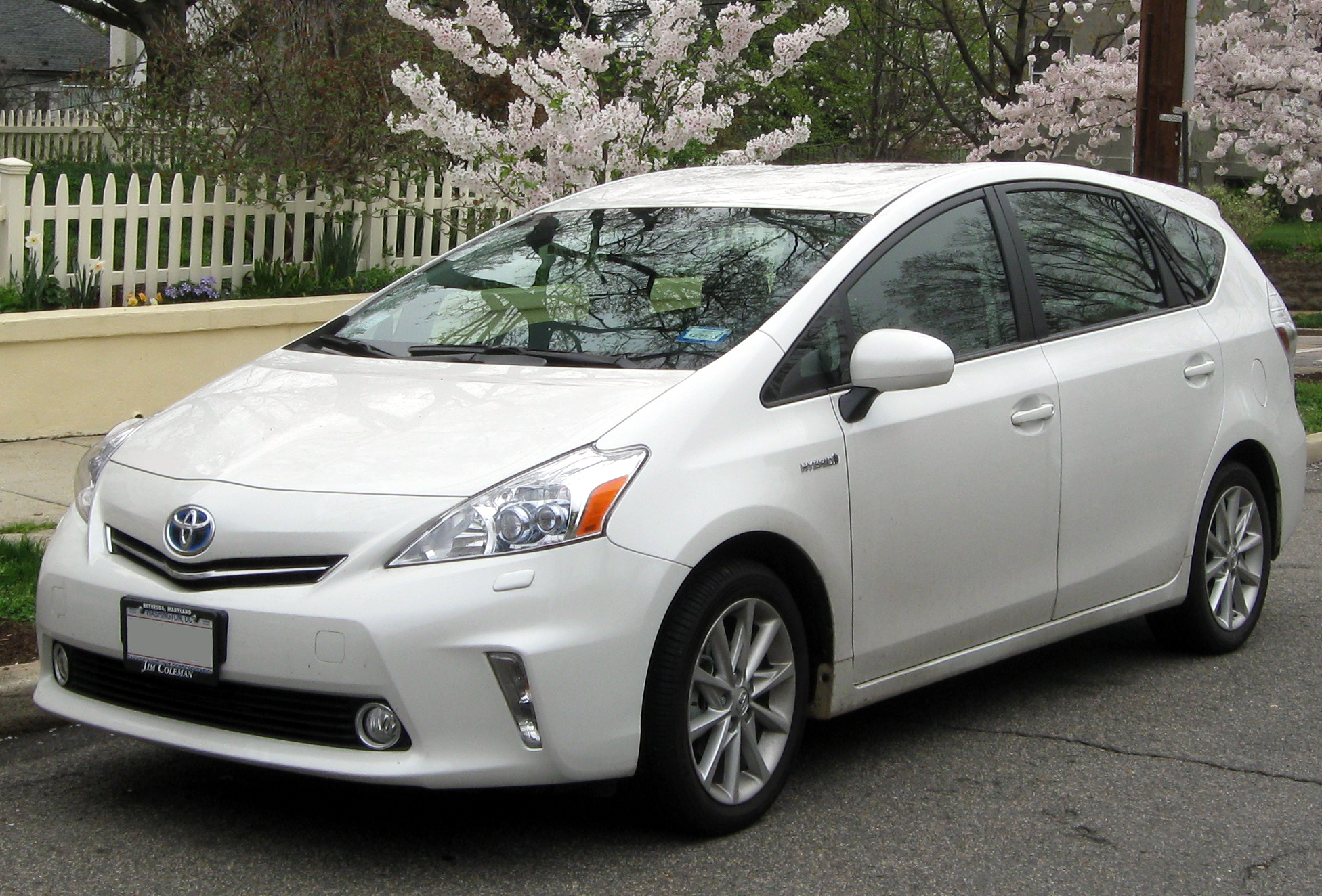 Description 2012 Toyota Prius v -- 03-21-2012.JPG