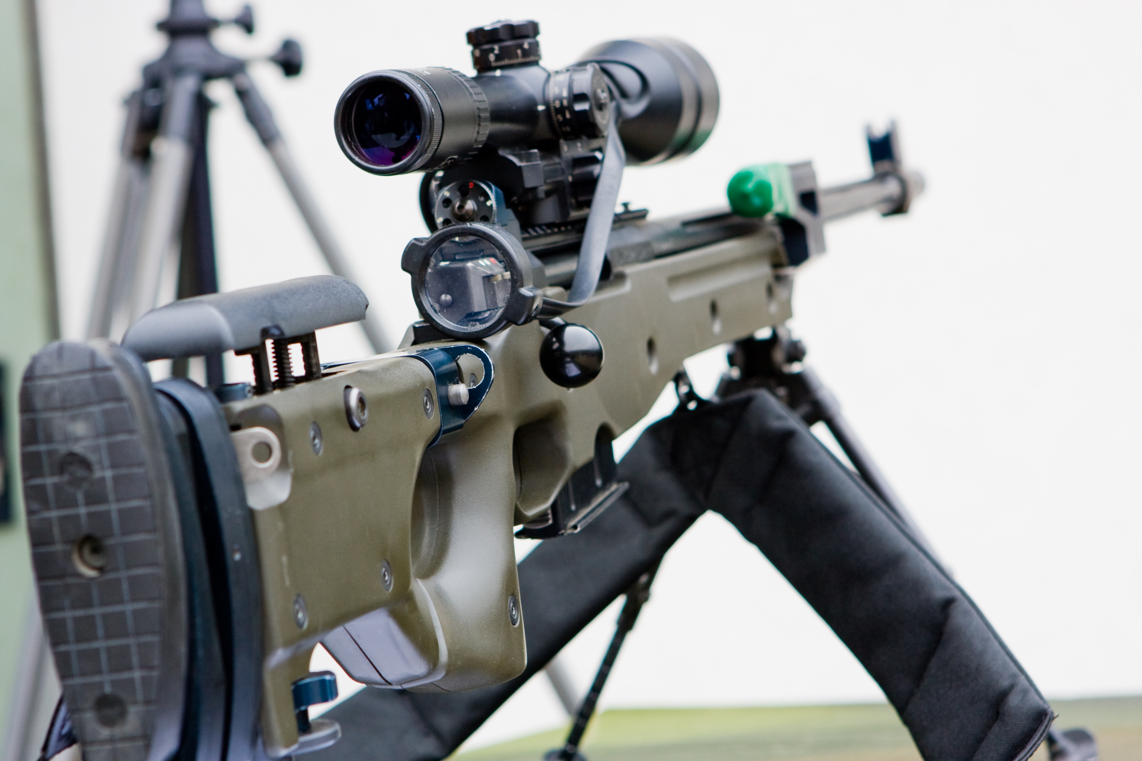 File aw g22 arctic 7 62mm sniper rifle jpg wikimedia commons