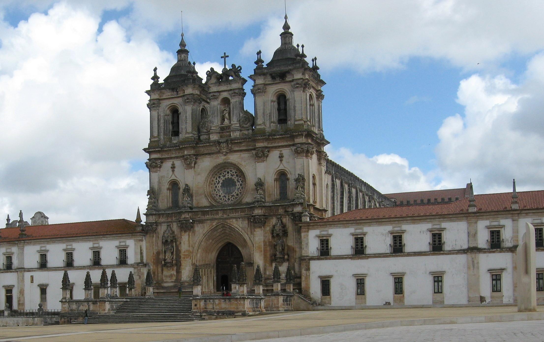 Alcobaca Portugal  city photos : Description Alcobaca.mosteiro.westfront.part