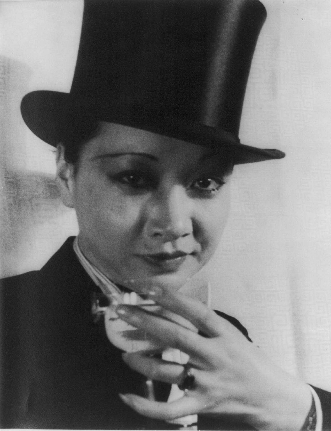 Image: portrait of Anna May Wong by Carl Van Vechten with link