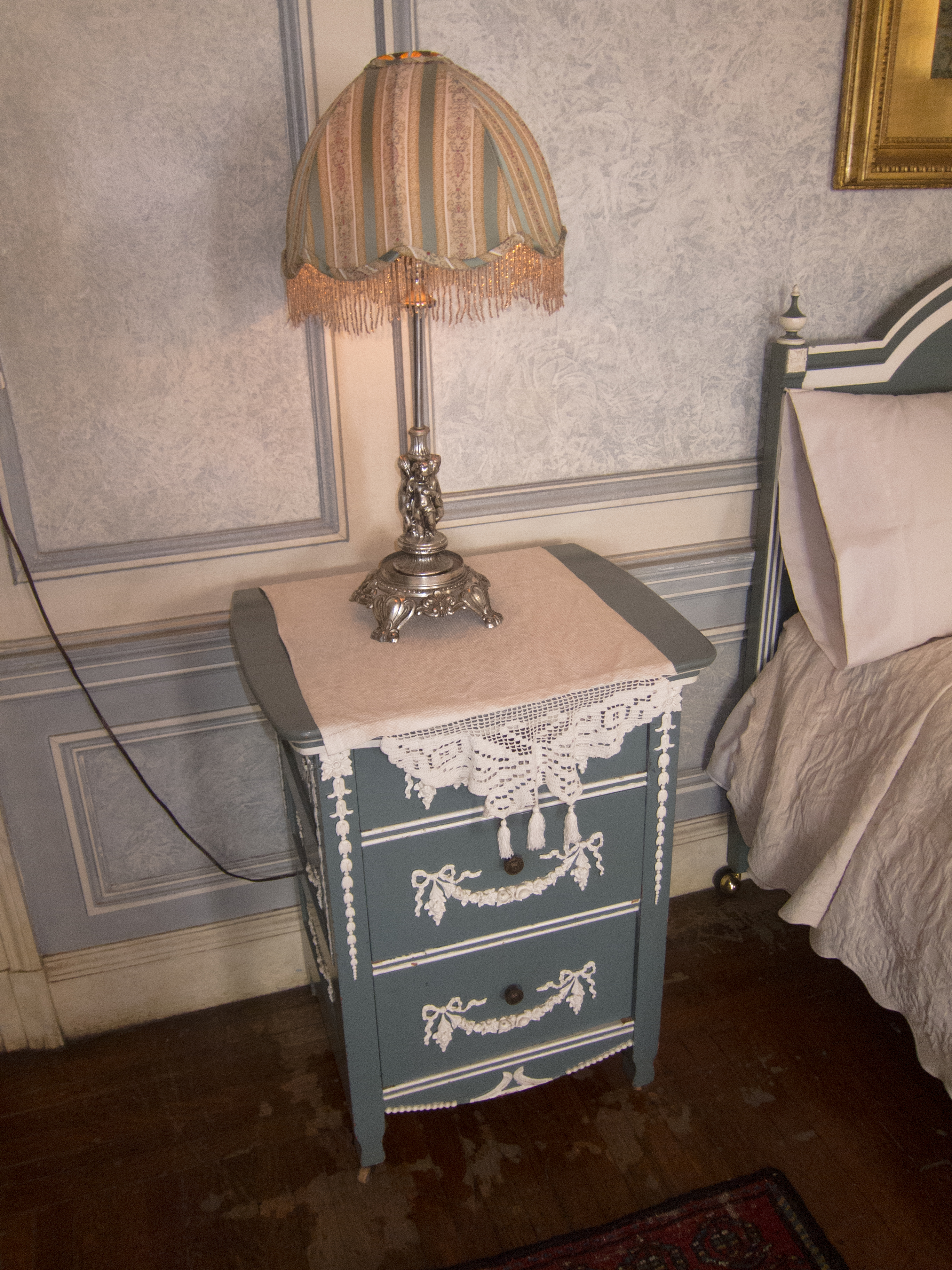 File Antique Bedside Table Casa Loma Jpg Wikimedia Commons