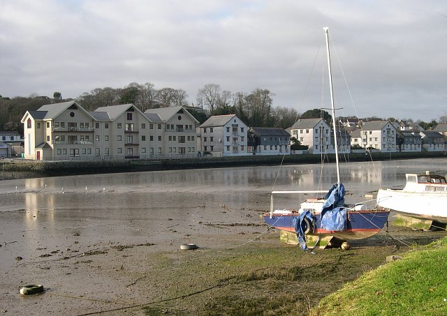File:Apartments on The Truro River - geograph.org.uk - 100351.jpg