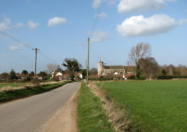 File:Approach to Tuttington from the south - geograph.org.uk - 722903.jpg