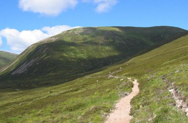 Approaching Ben Avon - geograph.org.uk - 207067