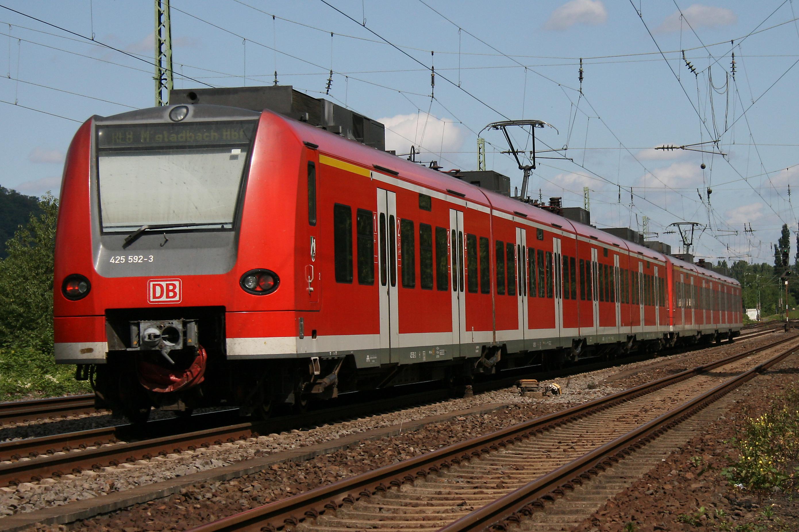 File:Baureihe 425 592-3.jpg