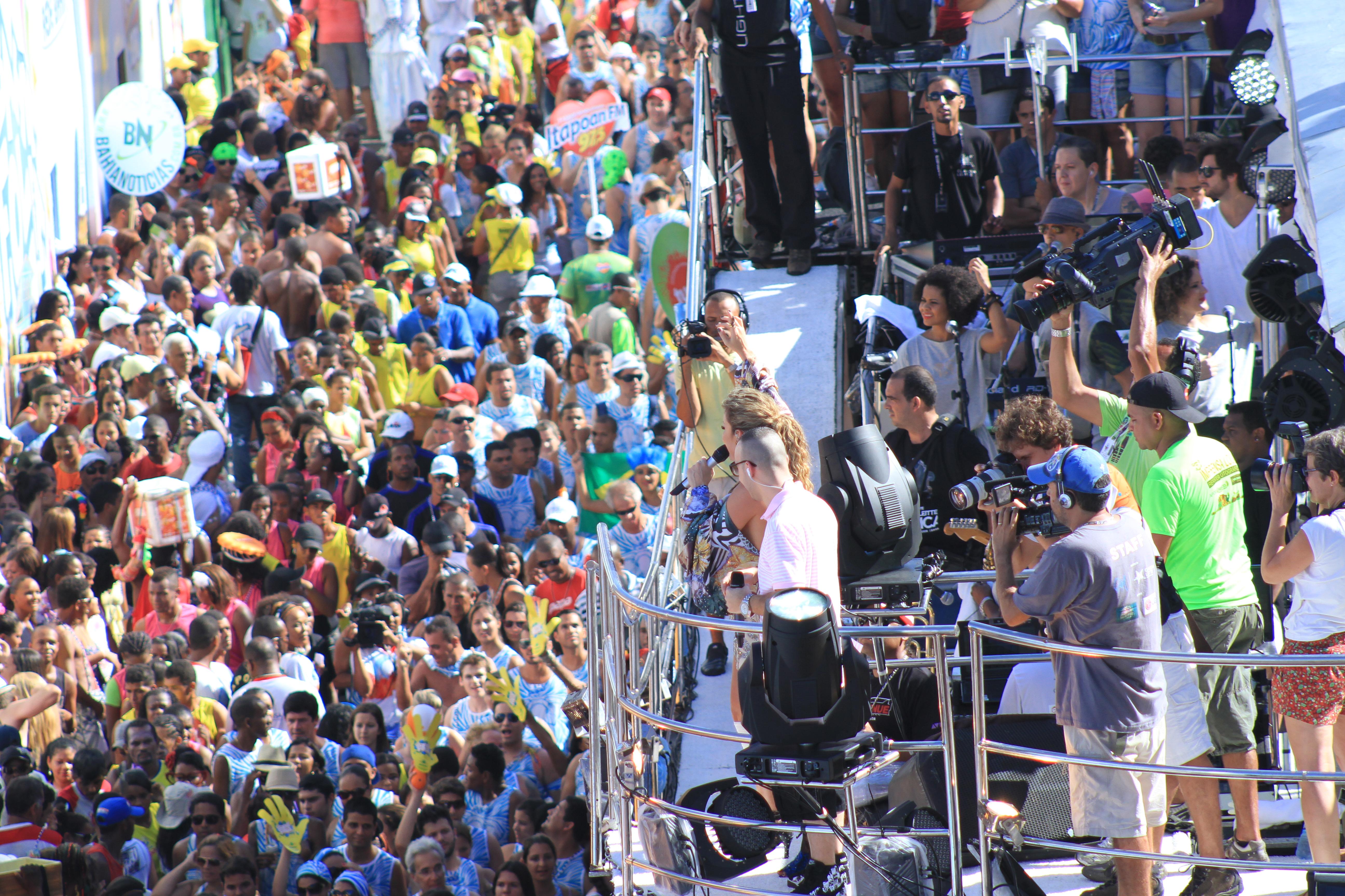 Circuito Osmar : File bloco o papa com cláudia leitte no circuito osmar em
