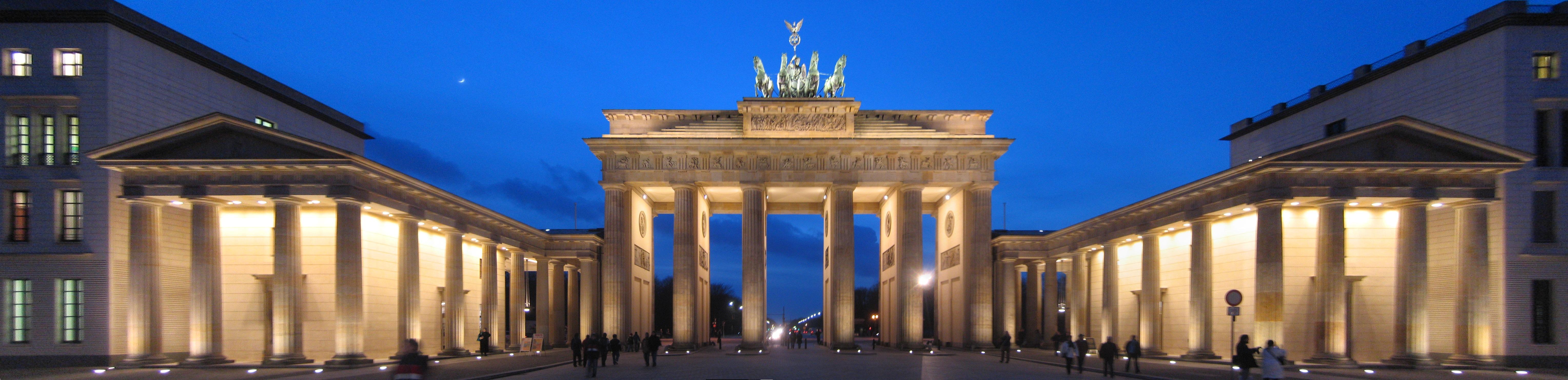Brandenburg Gate Pictures The Brandenburg Gate at Night